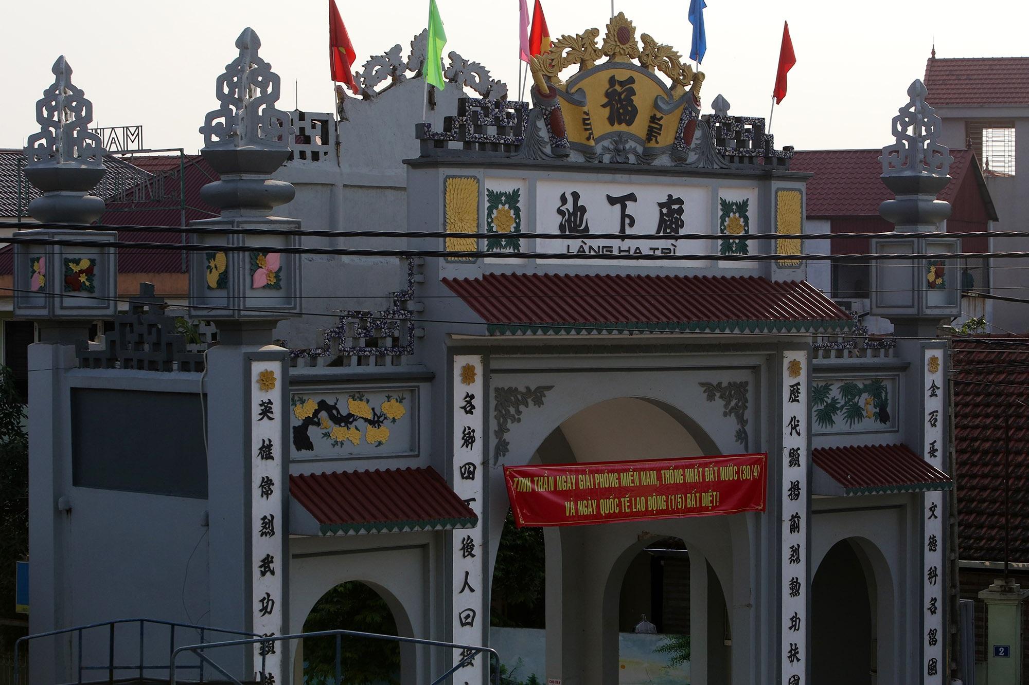 Vùng đất có nhiều cổng làng khủng - 19