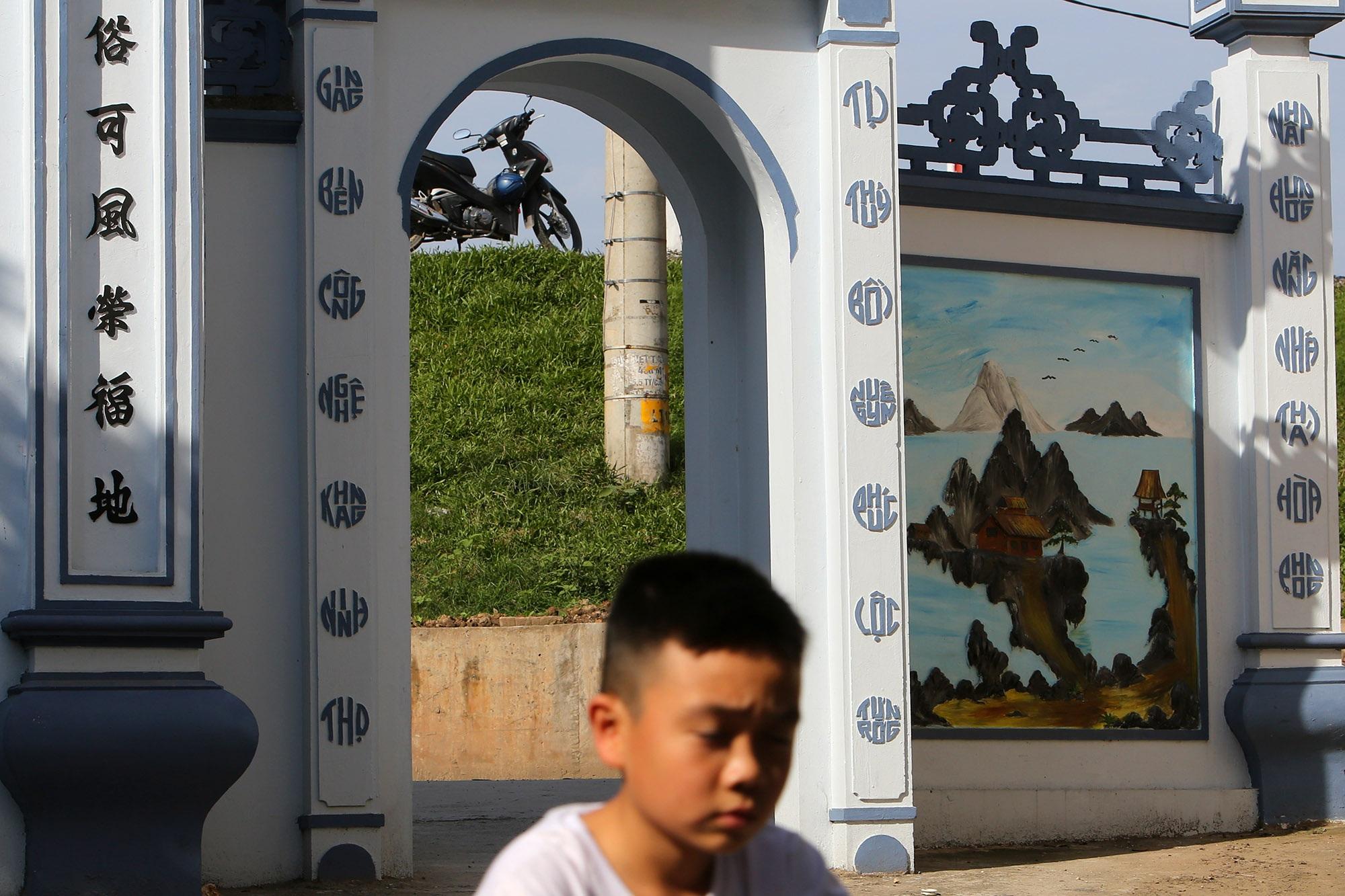 Vùng đất có nhiều cổng làng khủng - 2