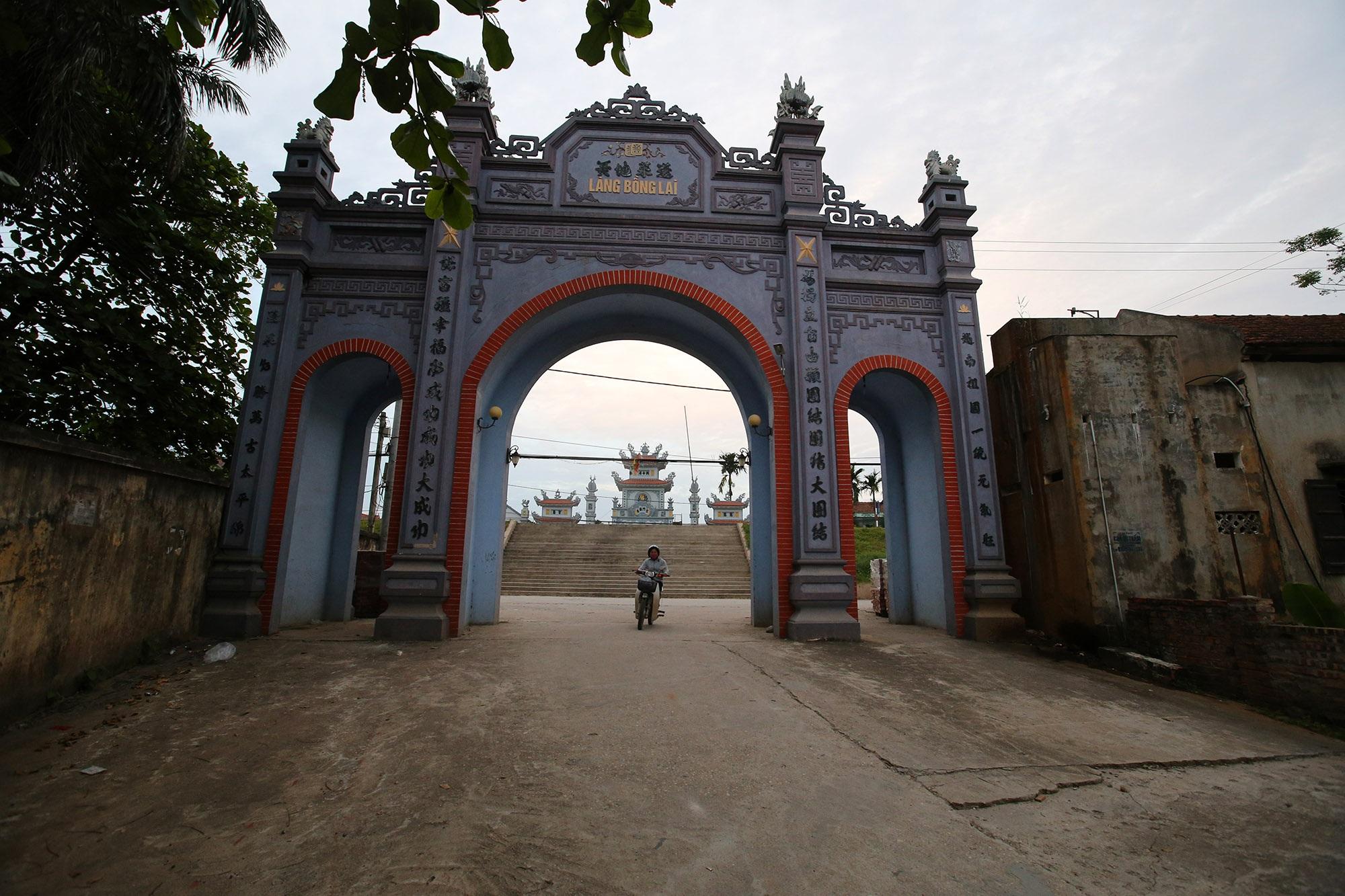 Vùng đất có nhiều cổng làng khủng - 22