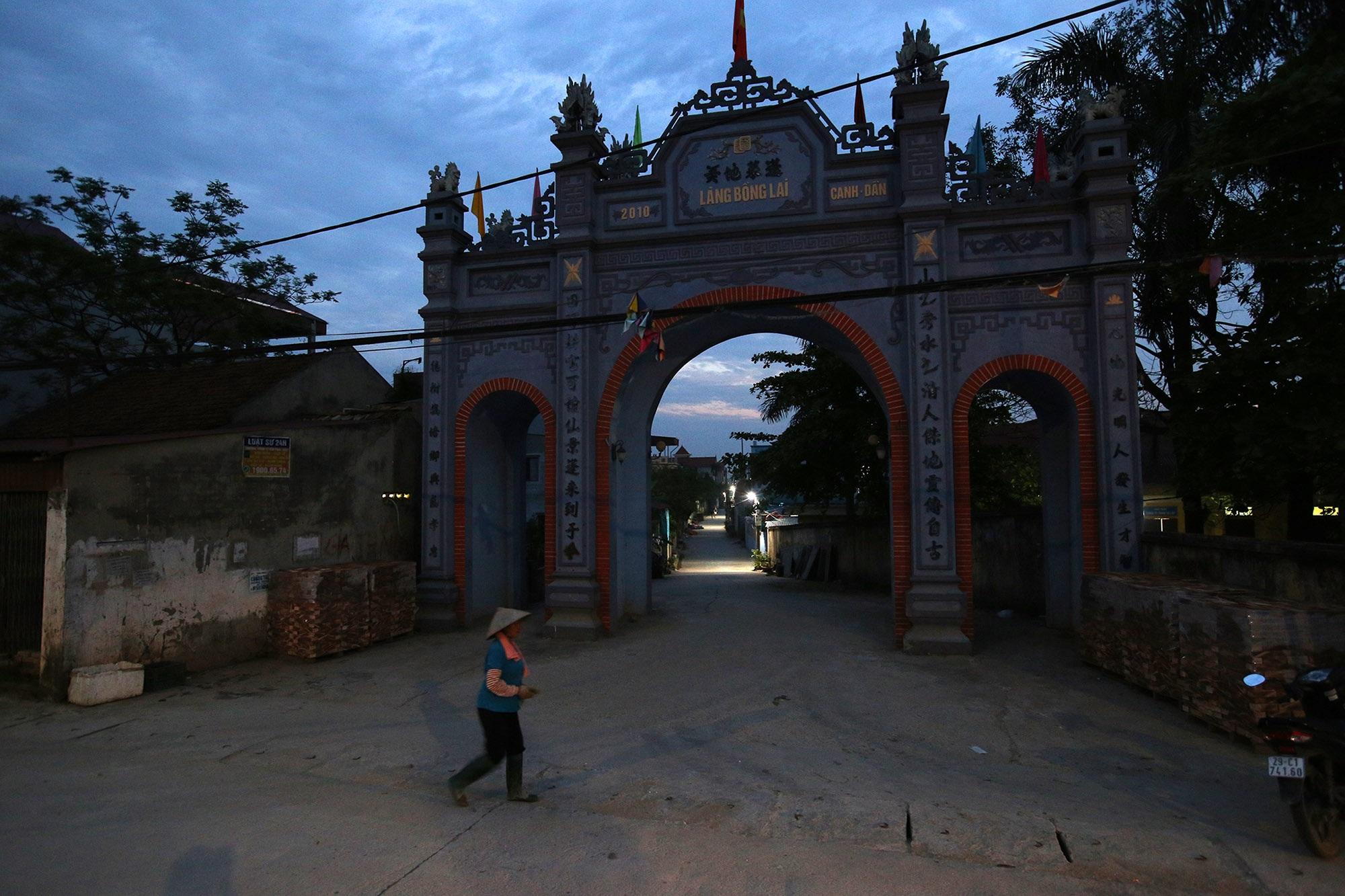 Vùng đất có nhiều cổng làng khủng - 23