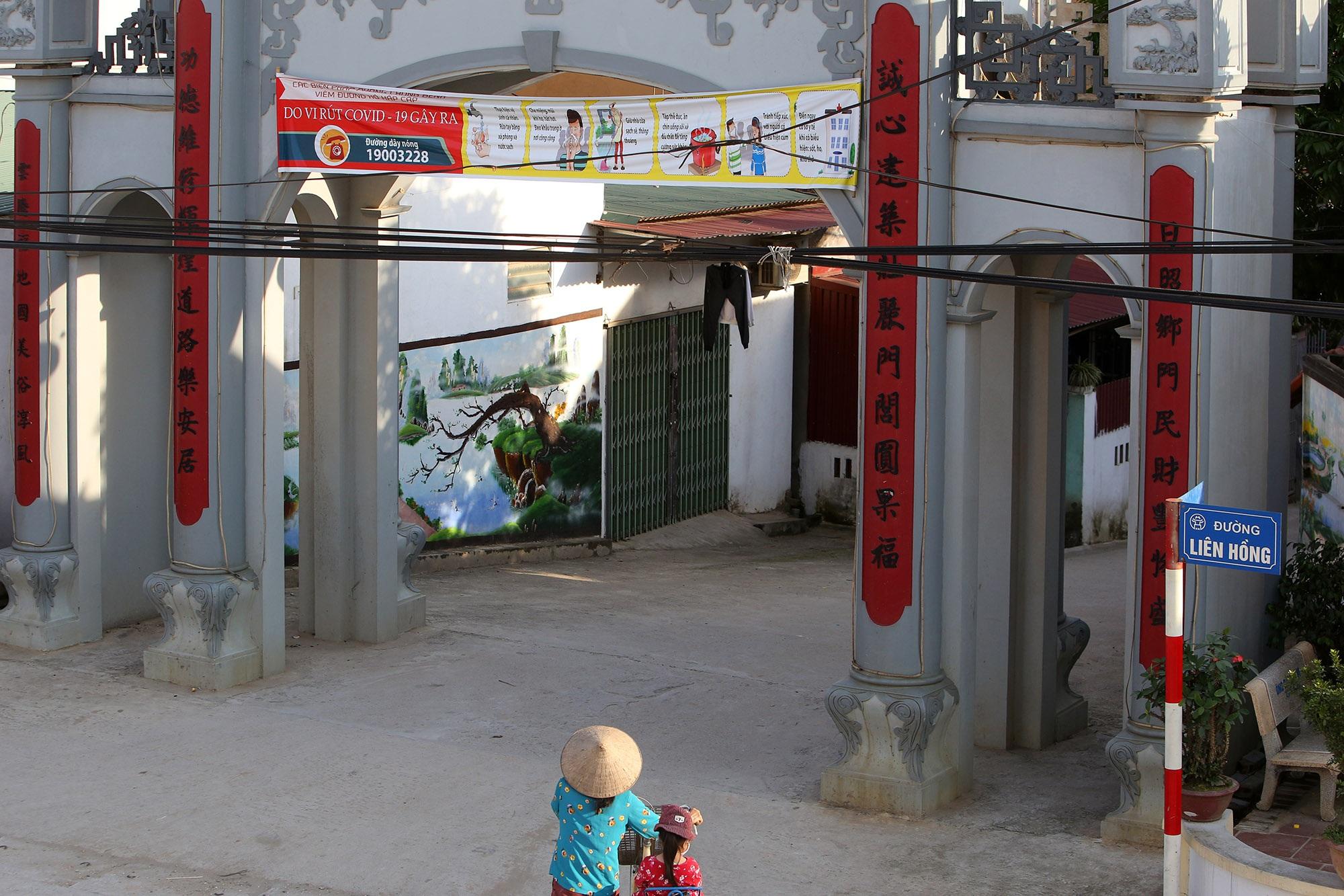 Vùng đất có nhiều cổng làng khủng - 6