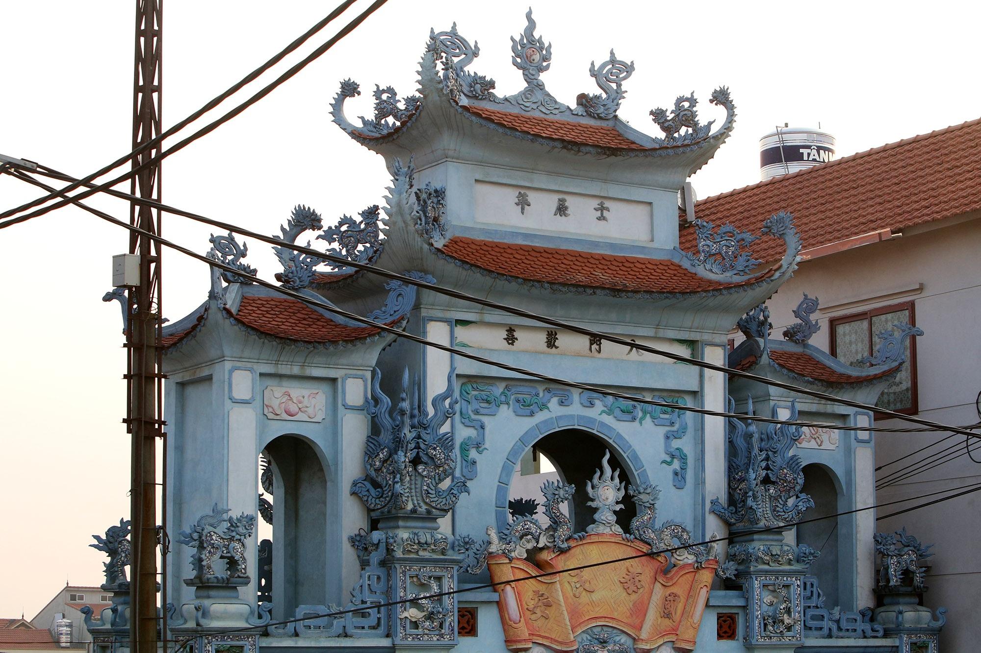 Vùng đất có nhiều cổng làng khủng - 8