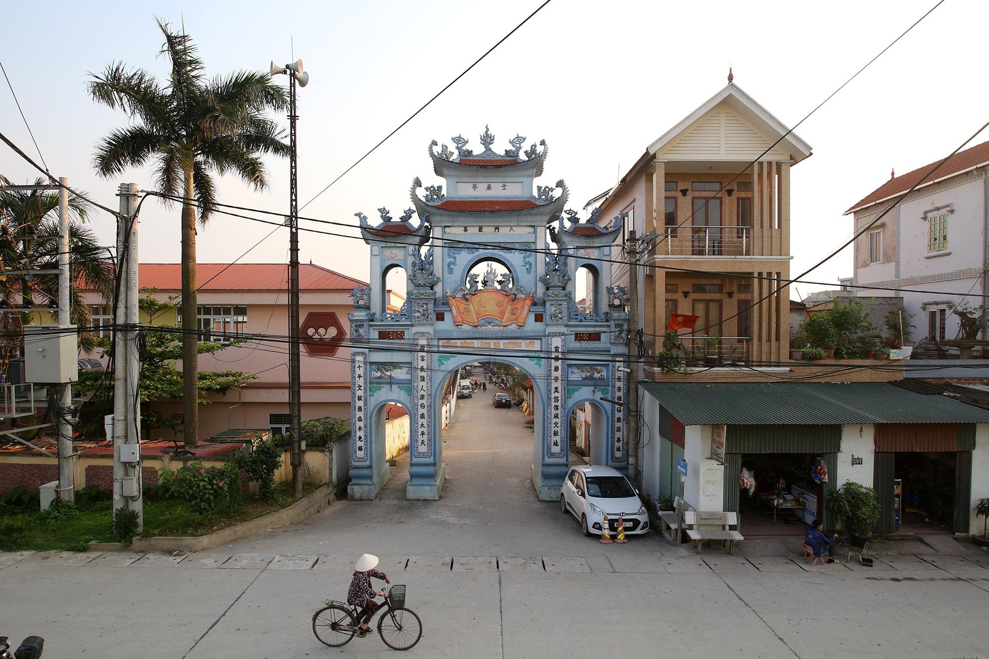 Vùng đất có nhiều cổng làng khủng - 9