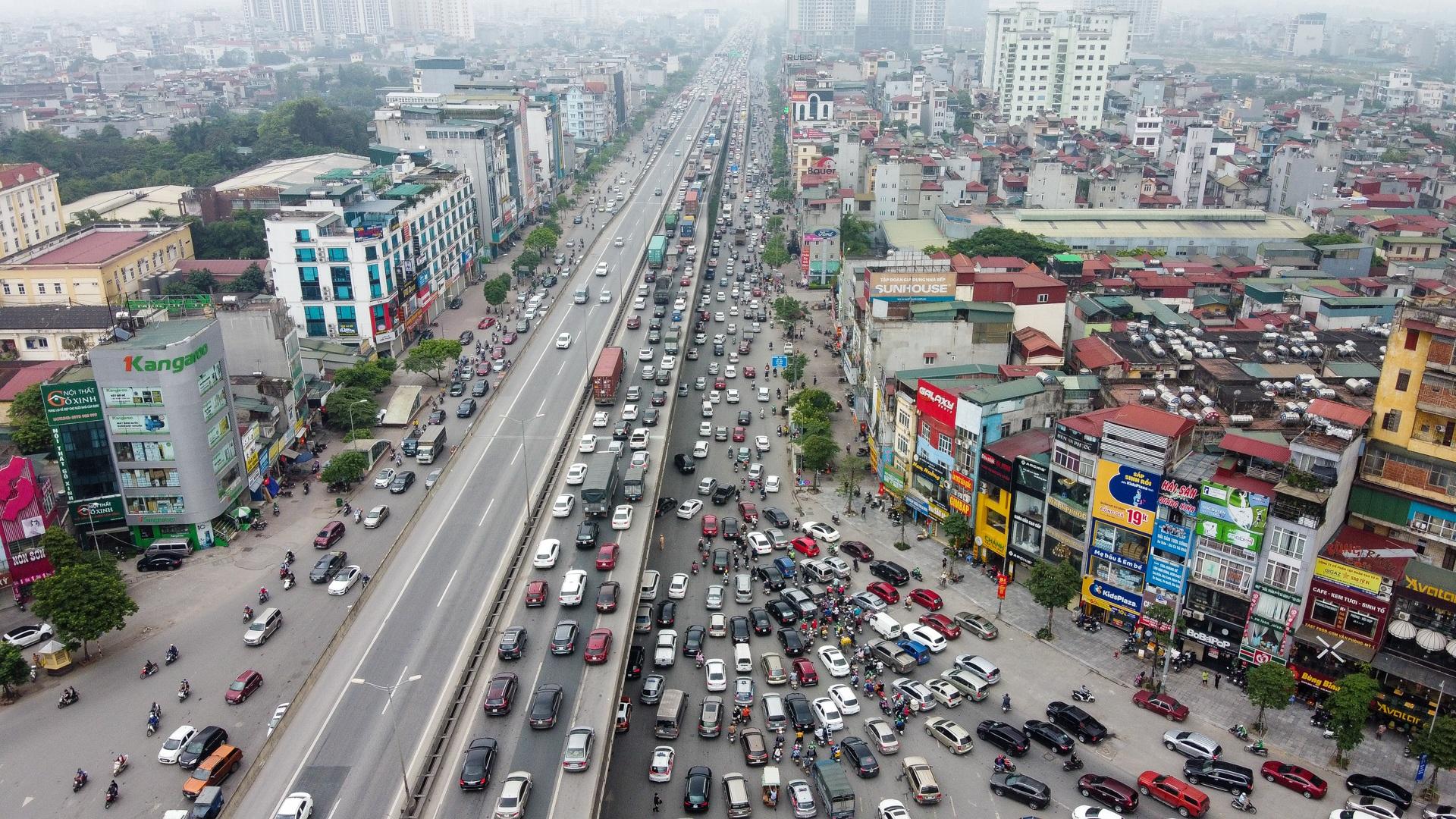 Hà Nội: Hình ảnh ô tô không lối thoát tại đường vành đai 3 trên cao - 4
