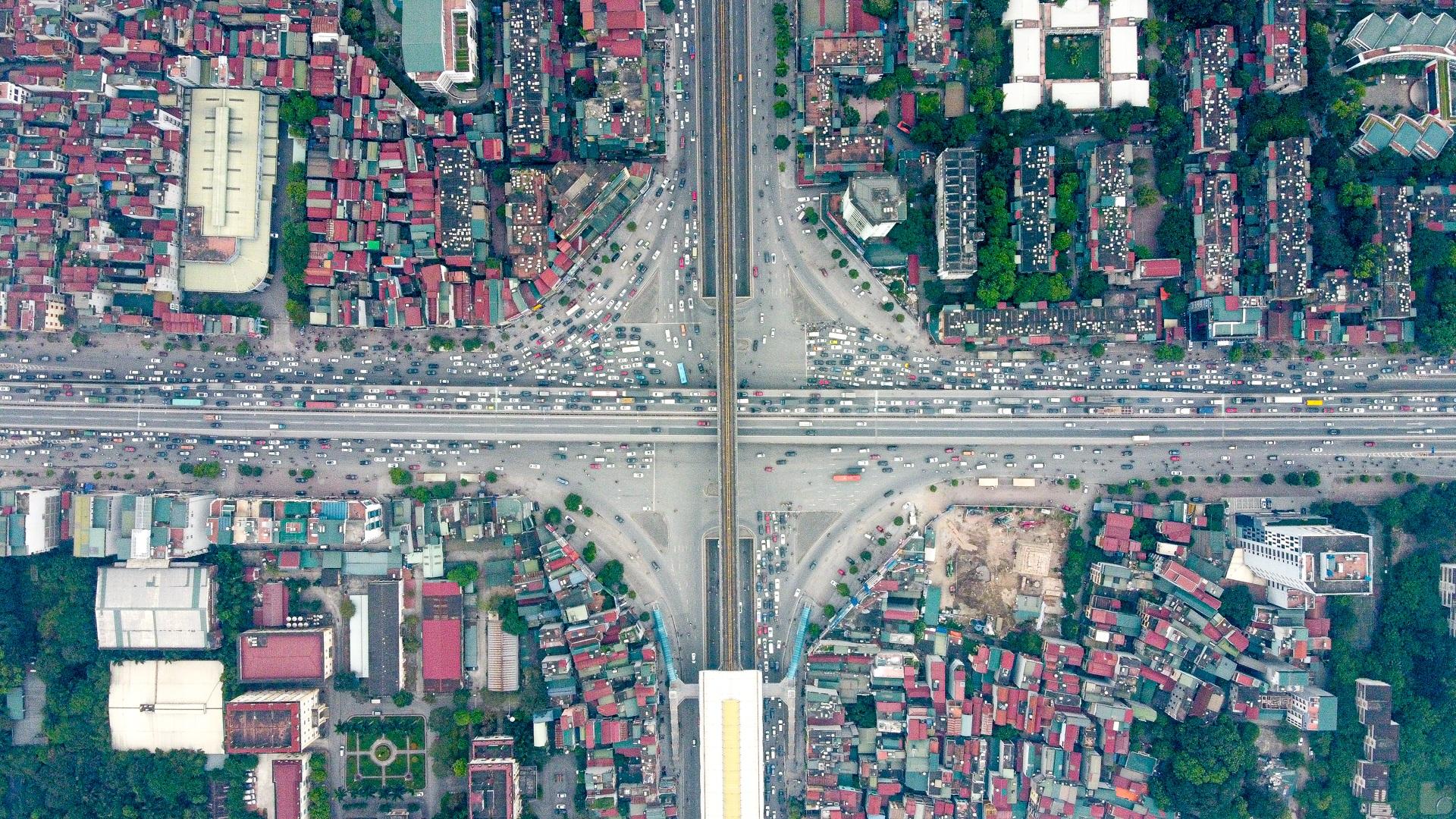 Hà Nội: Hình ảnh ô tô không lối thoát tại đường vành đai 3 trên cao - 1