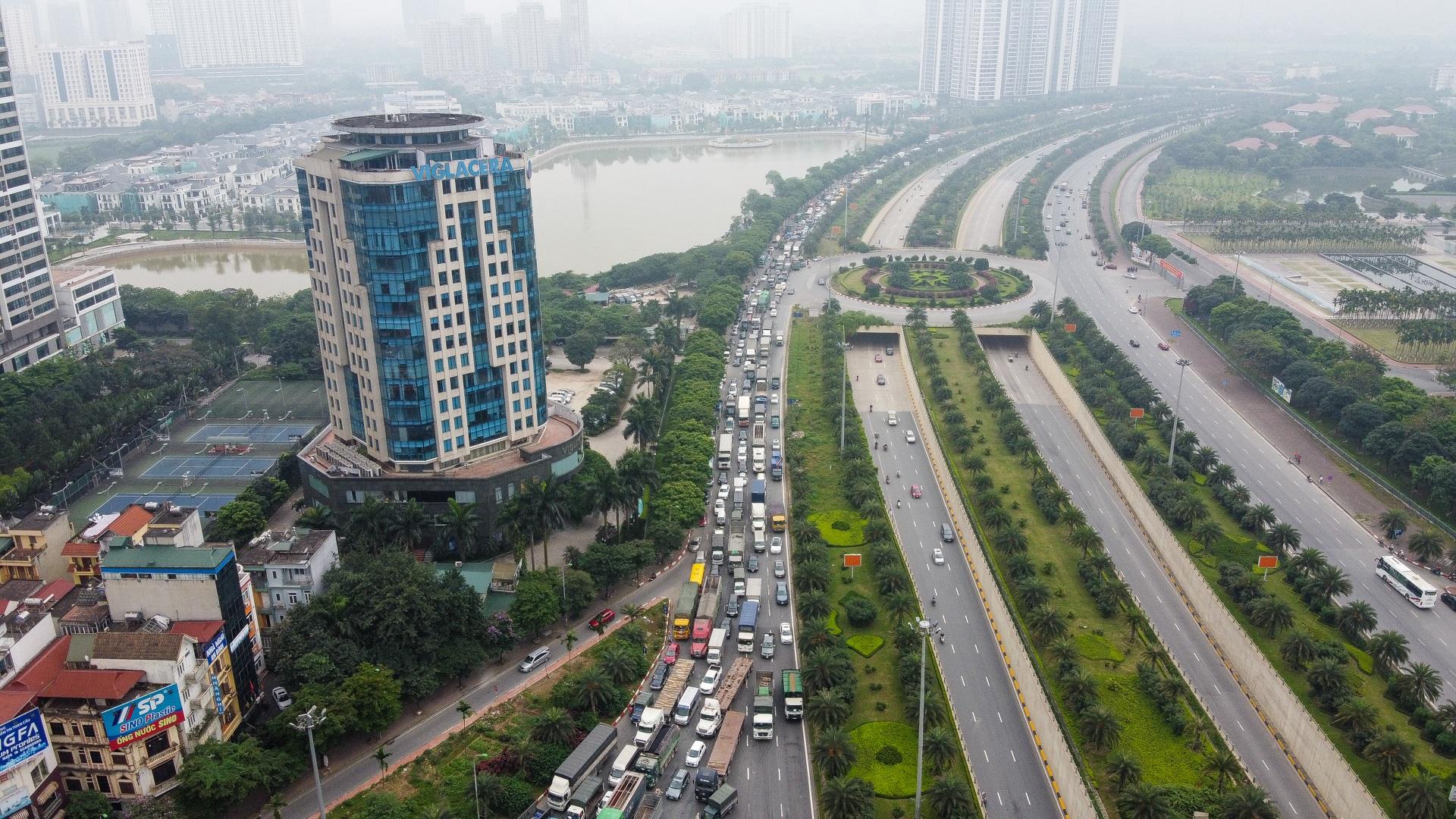 Hà Nội: Hình ảnh ô tô không lối thoát tại đường vành đai 3 trên cao - 5