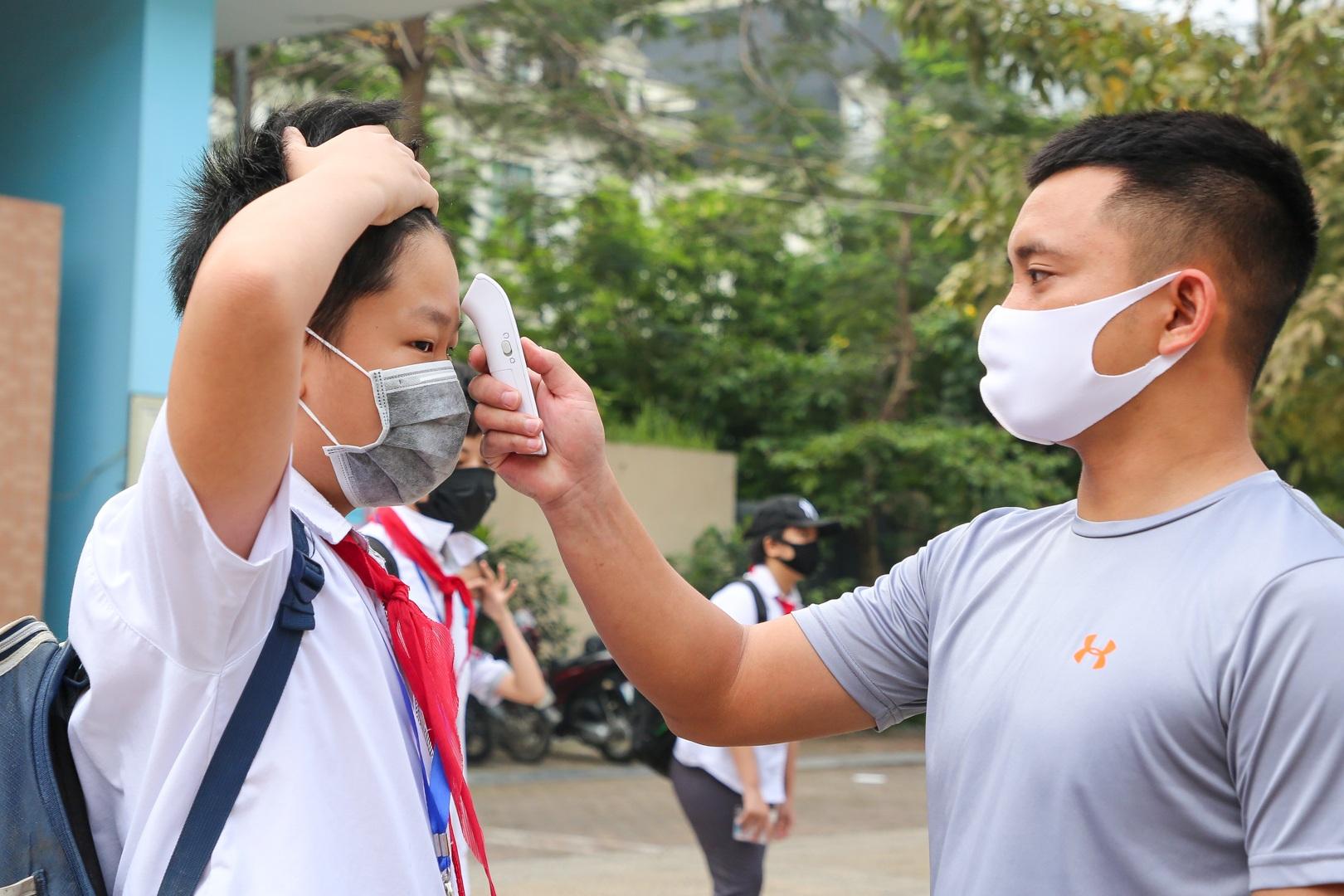 Tiết học đầu tiên giàu cảm xúc của học sinh Hà Nội sau 3 tháng nghỉ dịch - 20