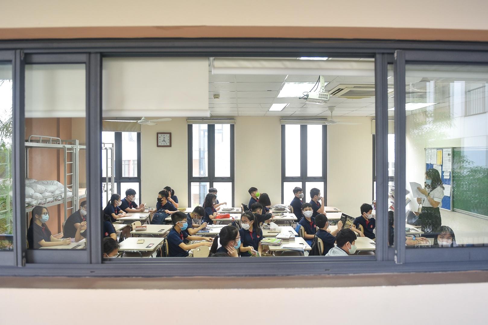 Tiết học đầu tiên giàu cảm xúc của học sinh Hà Nội sau 3 tháng nghỉ dịch - 14