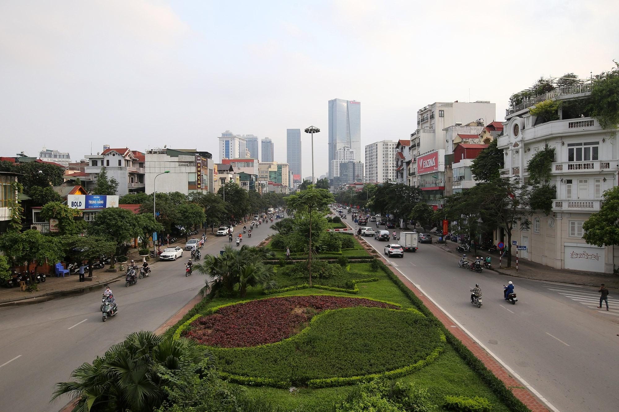 Những tuyến phố rợp bóng cây xanh làm đẹp Thủ đô - 13