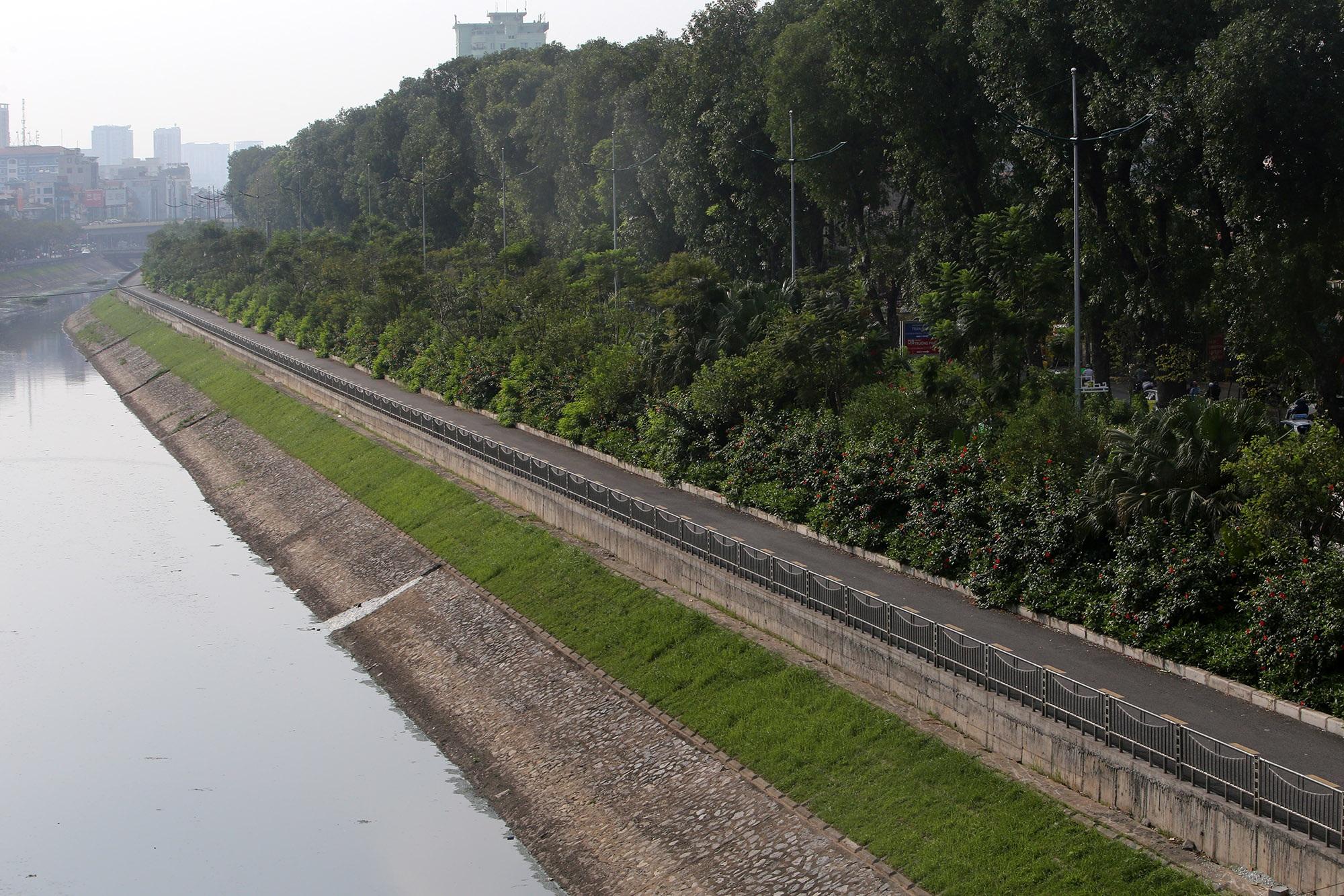 Những tuyến phố rợp bóng cây xanh làm đẹp Thủ đô - 3