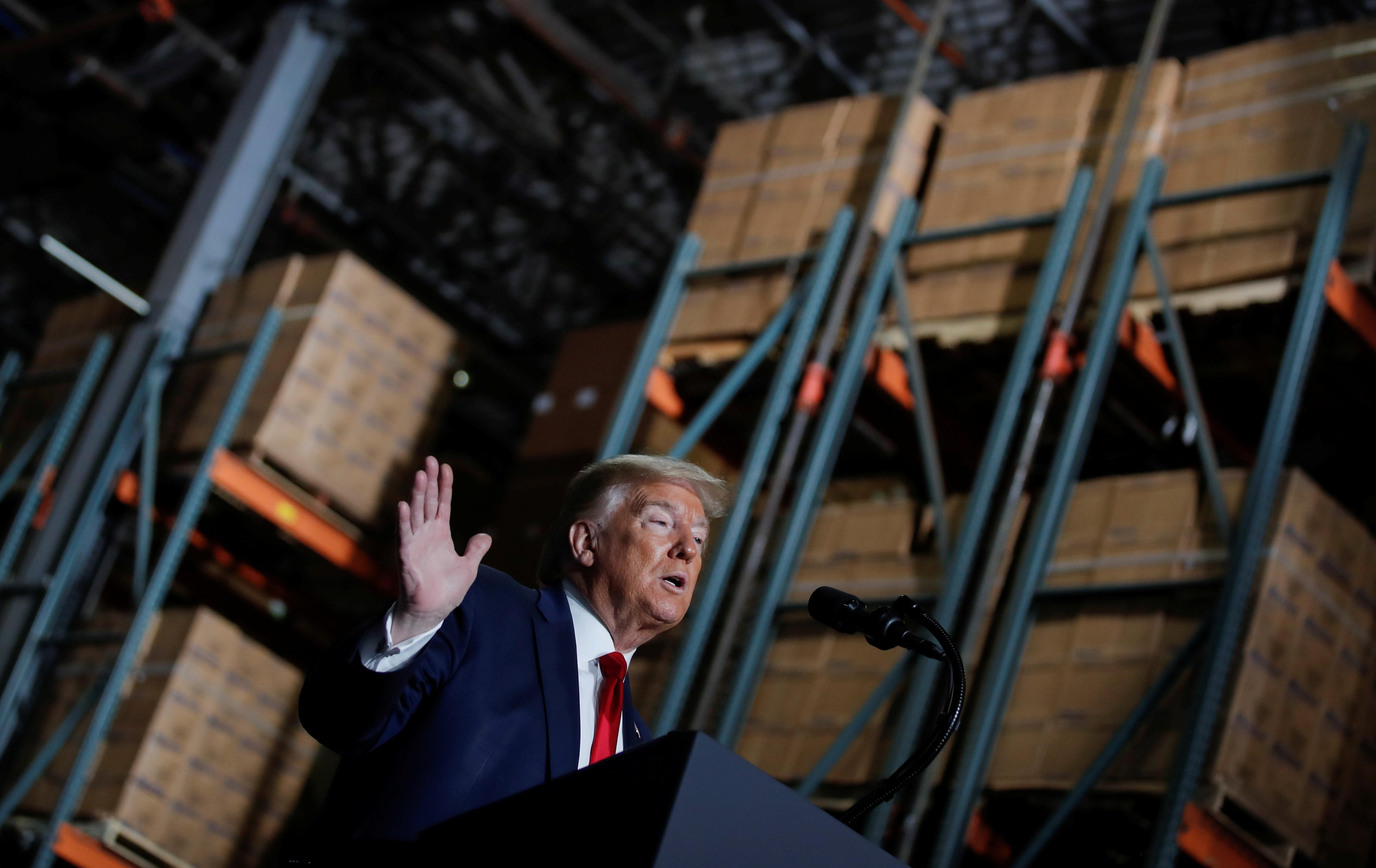 Ông Trump vẫn không đeo khẩu trang giữa nơi đông người - 11