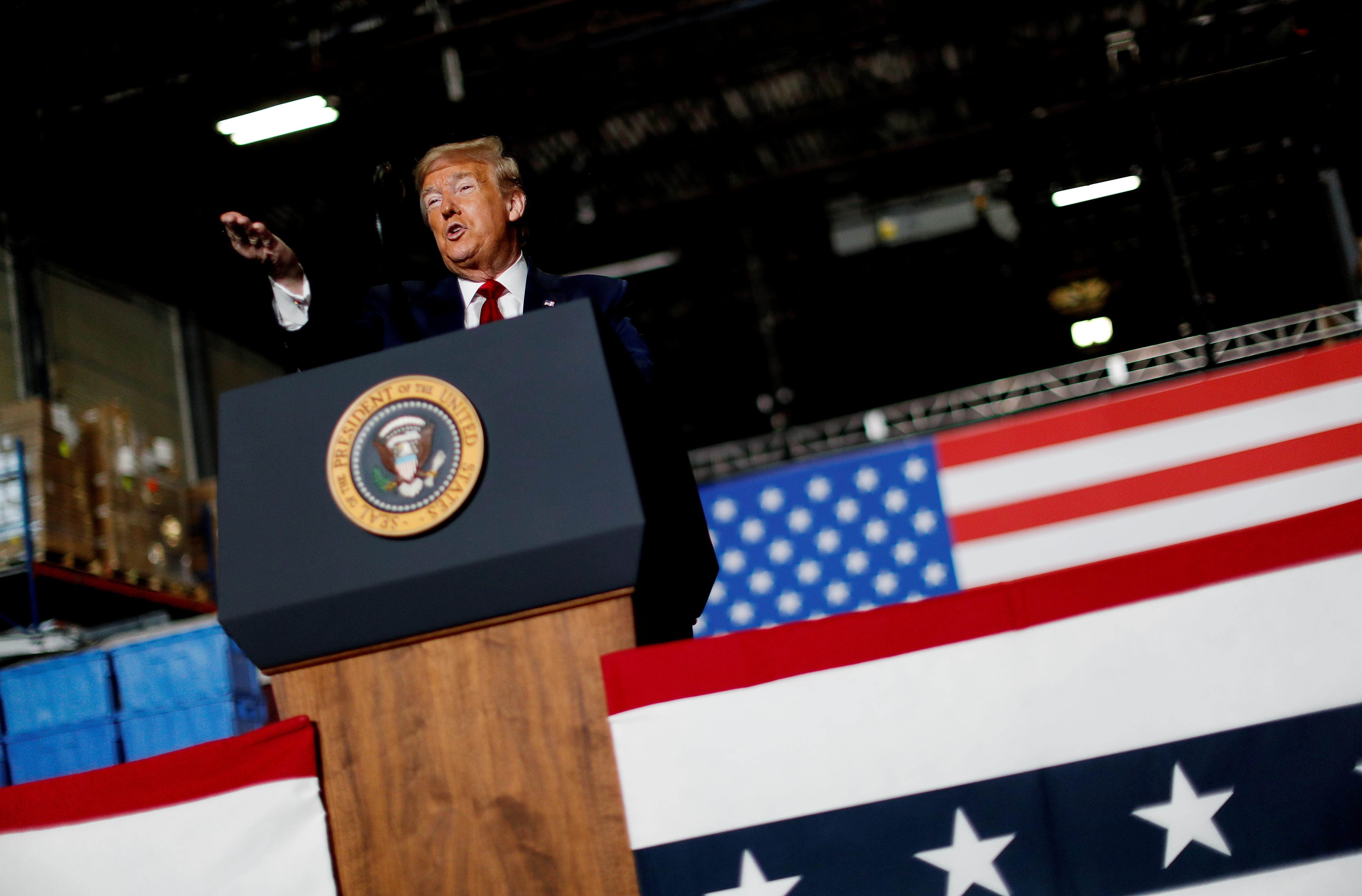 Ông Trump vẫn không đeo khẩu trang giữa nơi đông người - 8