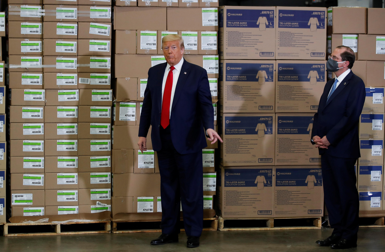 Ông Trump vẫn không đeo khẩu trang giữa nơi đông người - 9