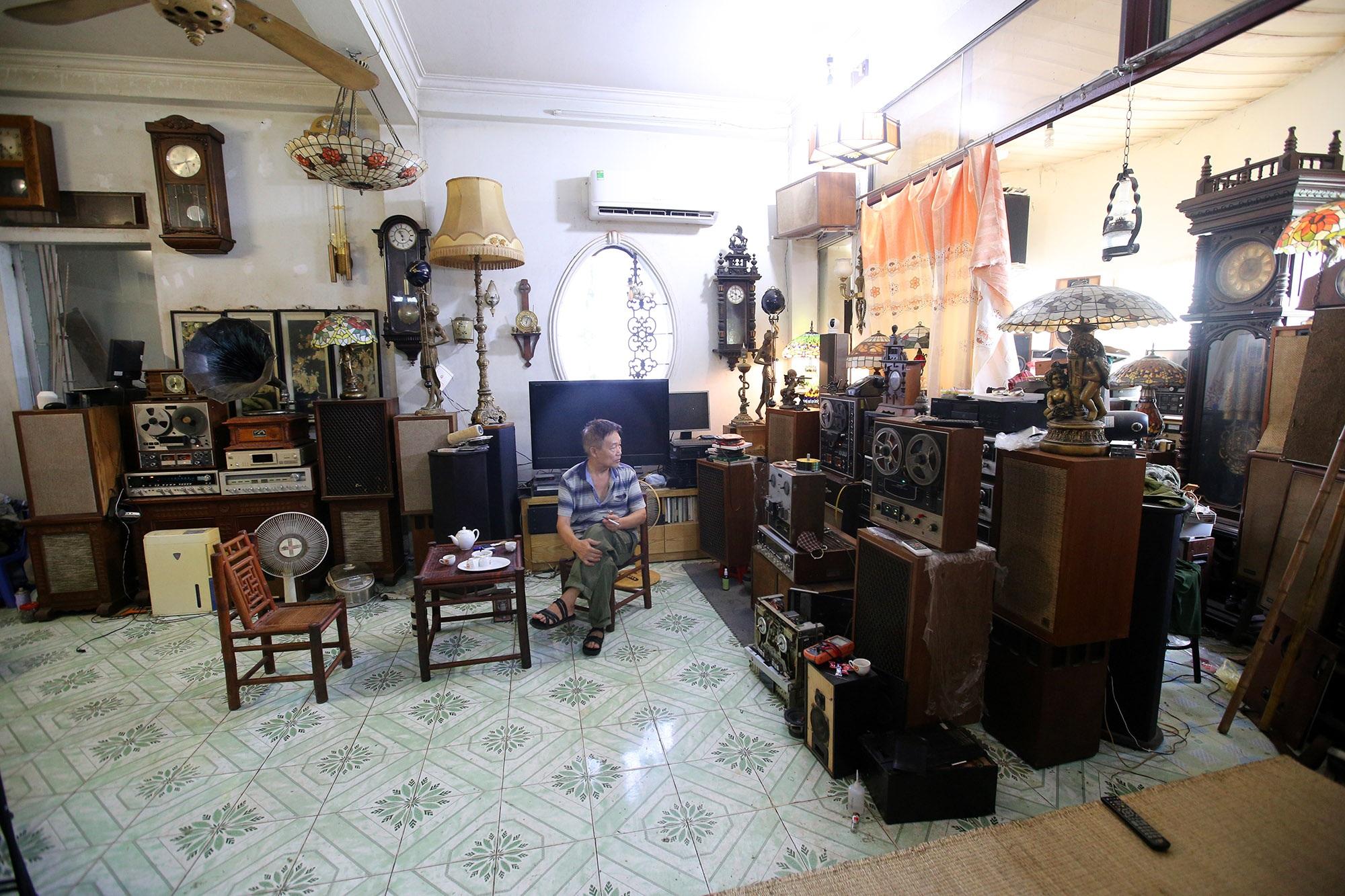 Yêu âm nhạc, sưu tầm thiết bị âm thanh cổ lấp đầy 3 tầng nhà  - 1