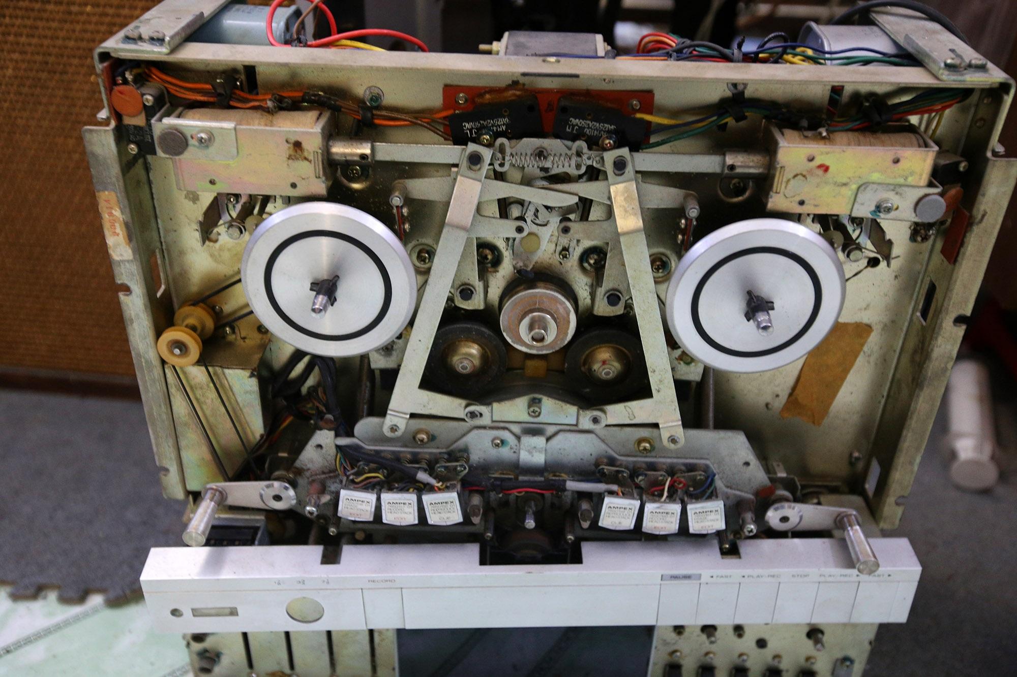 Yêu âm nhạc, sưu tầm thiết bị âm thanh cổ lấp đầy 3 tầng nhà  - 9