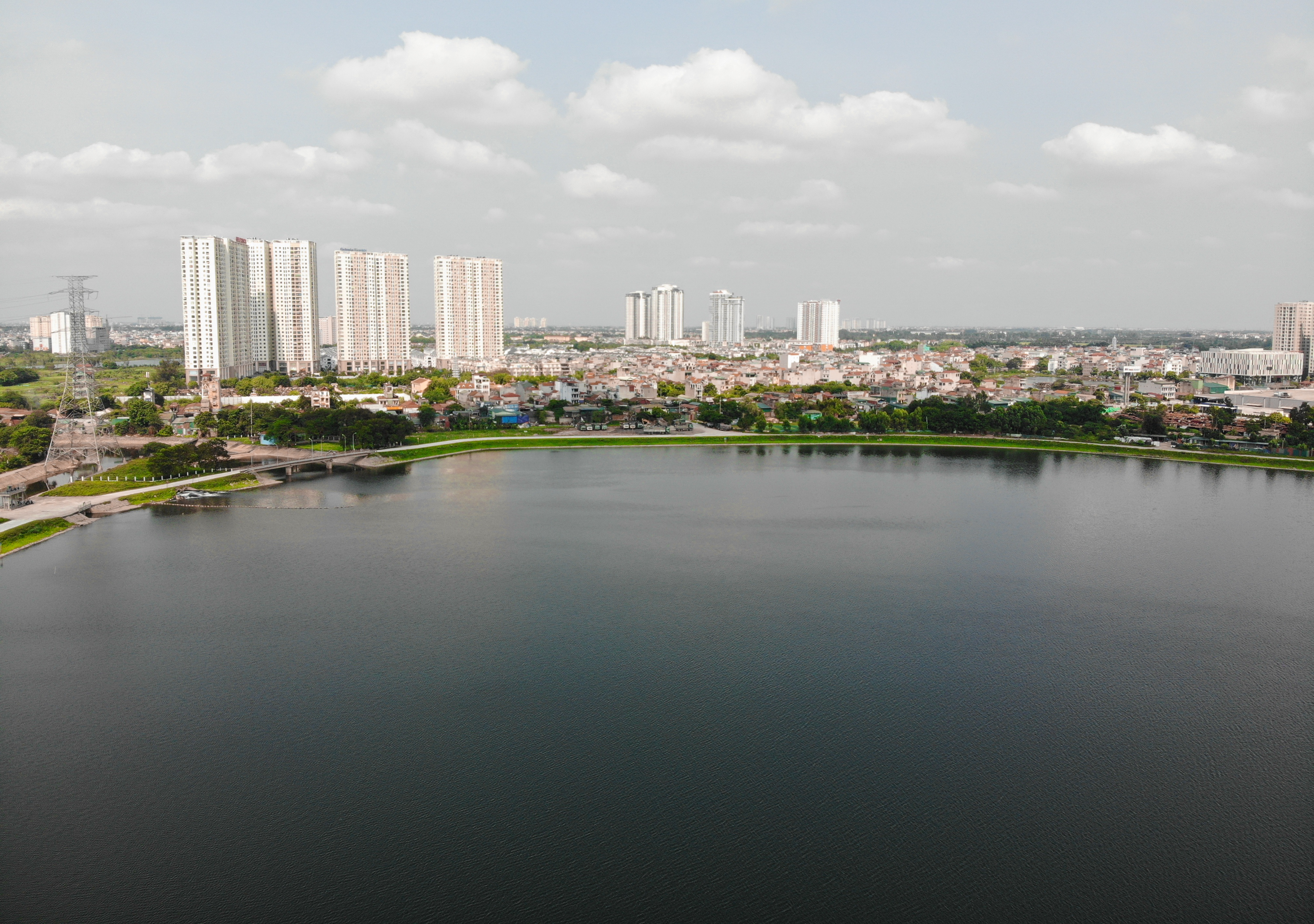 Nhìn từ trên cao hồ điều hoà rộng lớn phía đông thành phố Hà Nội - 17