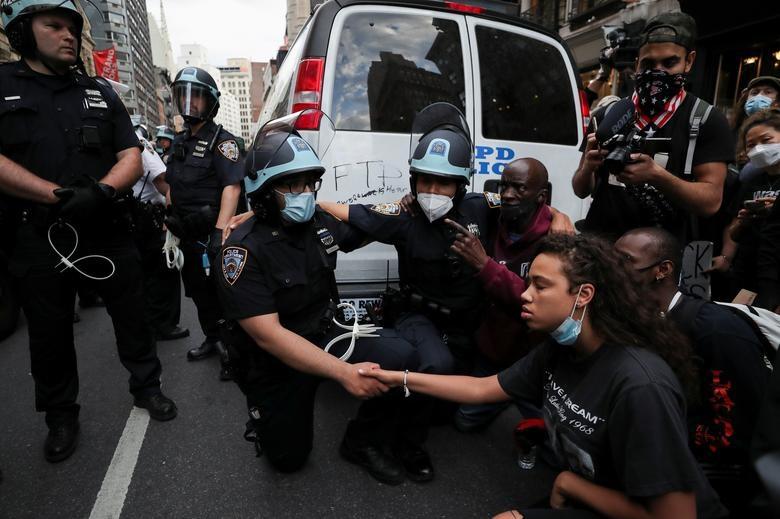 Một tuần chìm trong làn sóng biểu tình tại Mỹ - 15