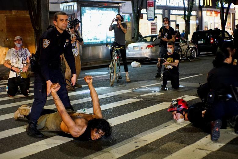 Một tuần chìm trong làn sóng biểu tình tại Mỹ - 17