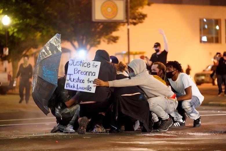 Một tuần chìm trong làn sóng biểu tình tại Mỹ - 4