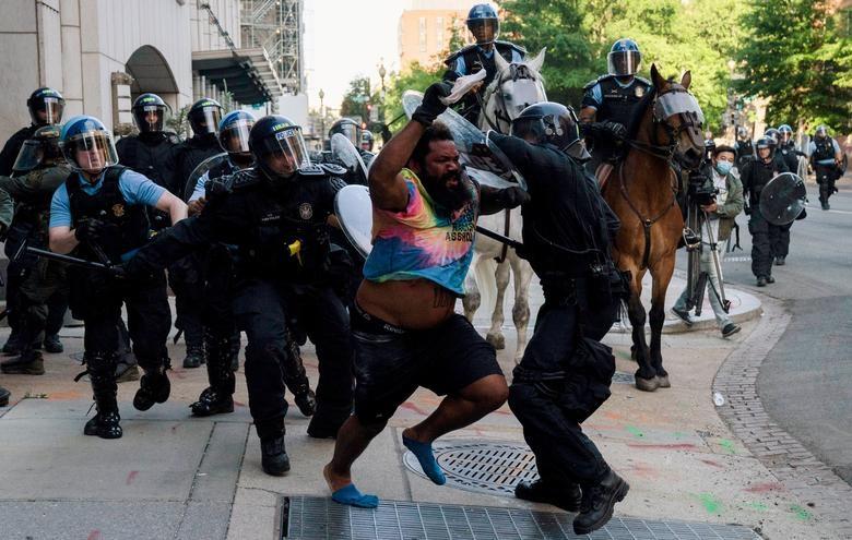 Một tuần chìm trong làn sóng biểu tình tại Mỹ - 8