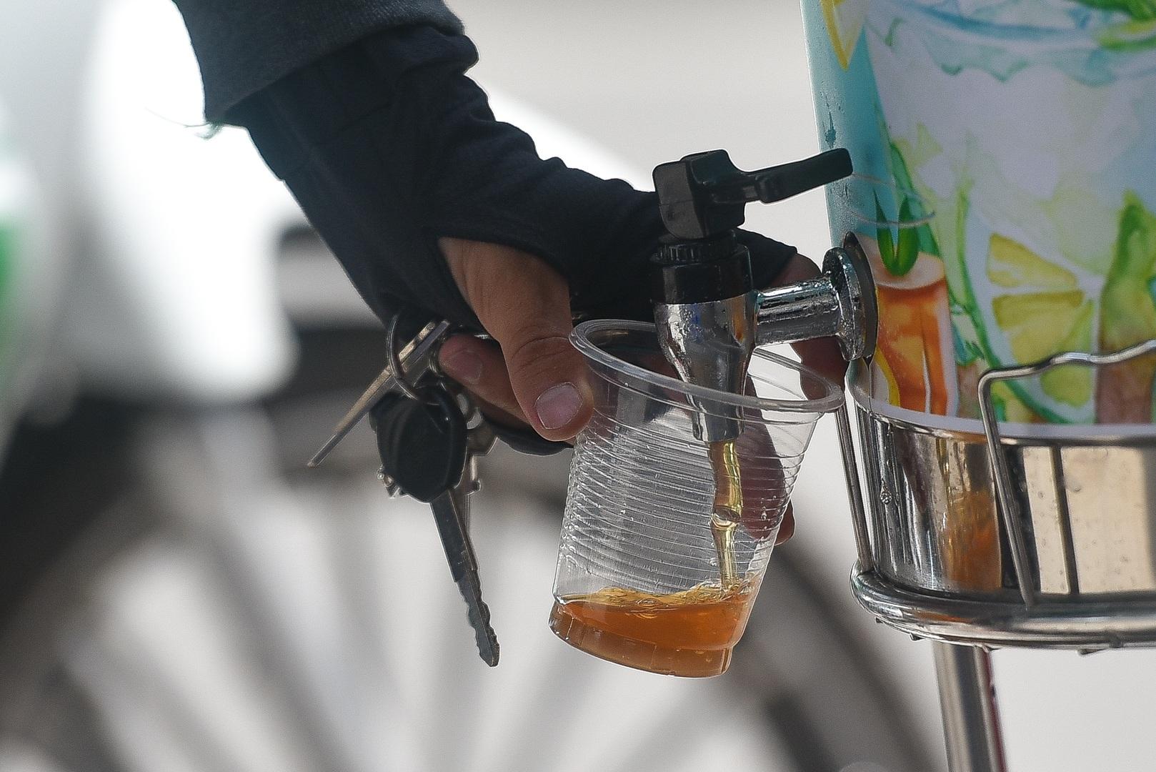 Hà Nội: Mát lòng trà chanh đá miễn phí giữa ngày nắng đỉnh điểm - 4