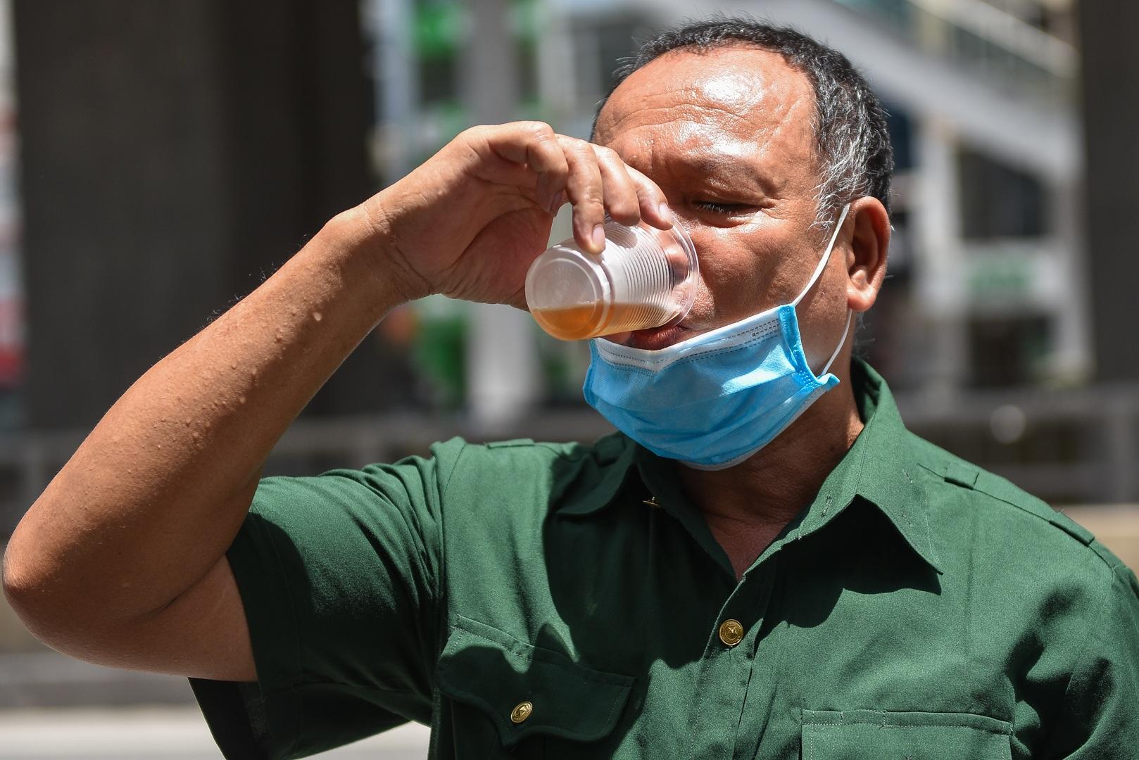 Hà Nội: Mát lòng trà chanh đá miễn phí giữa ngày nắng đỉnh điểm - 18