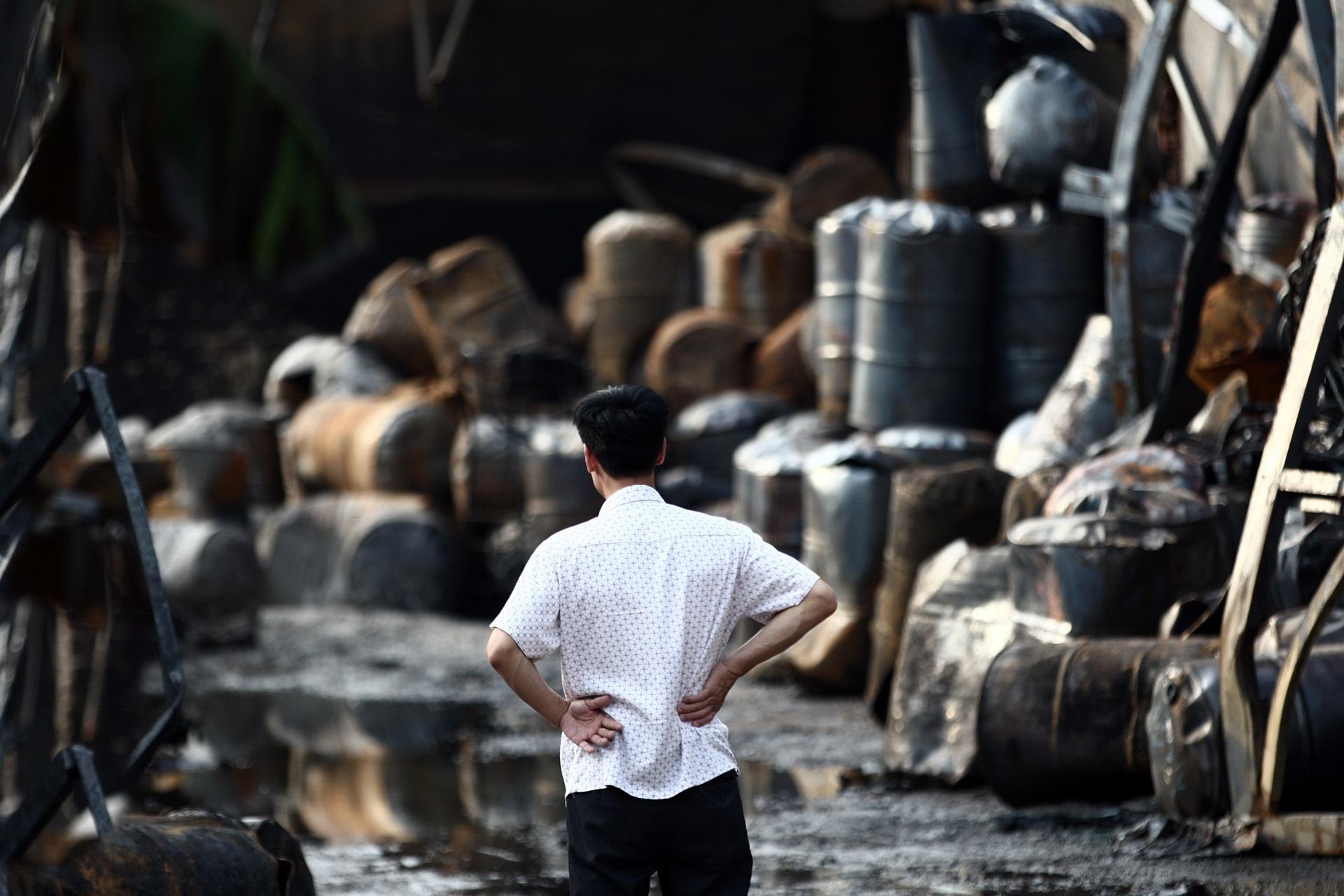 Toàn cảnh kho hoá chất sau đám cháy lớn - 12