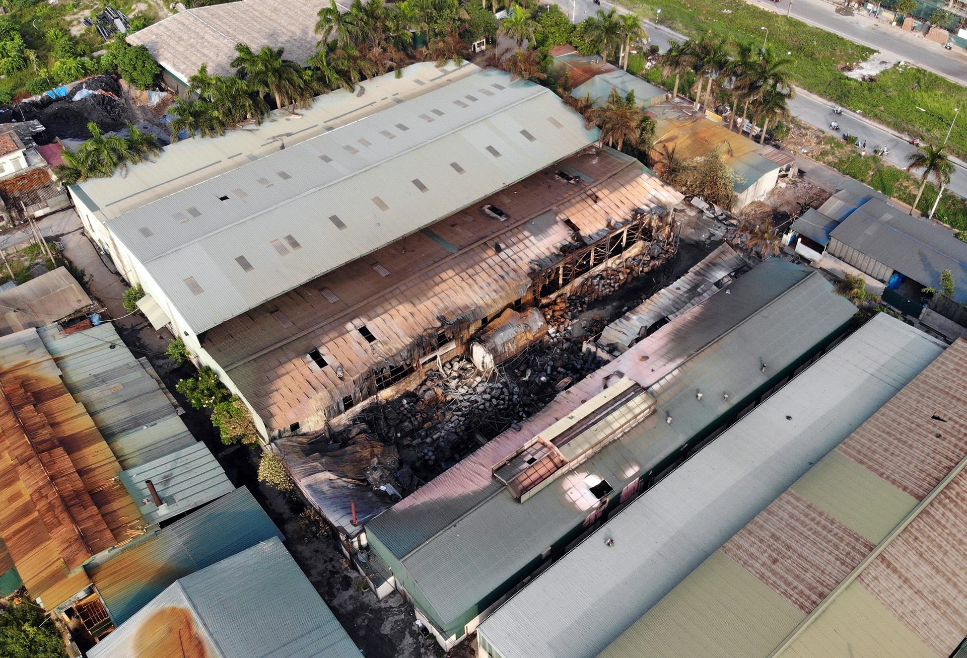 Toàn cảnh kho hoá chất sau đám cháy lớn - 2