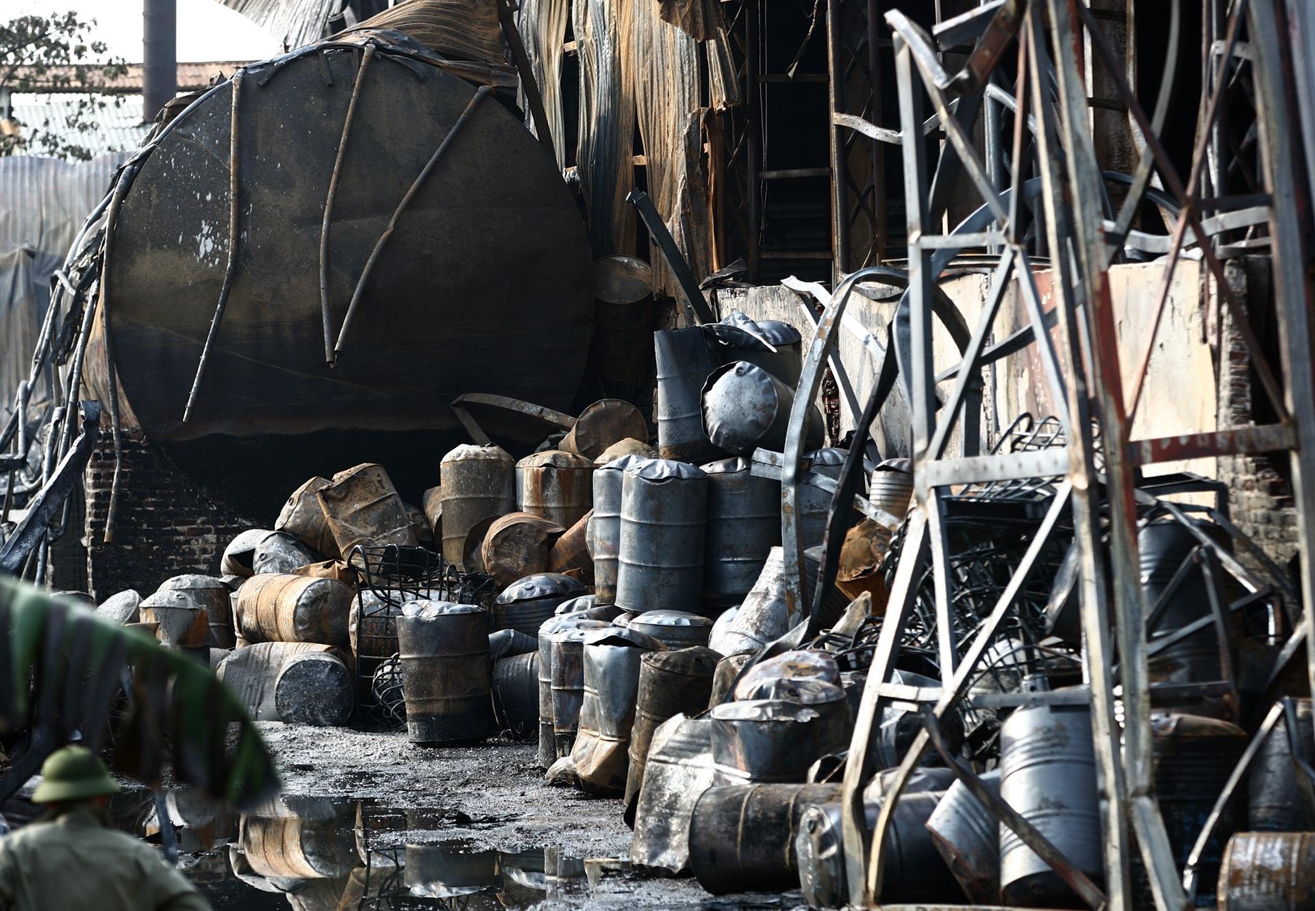 Toàn cảnh kho hoá chất sau đám cháy lớn - 5