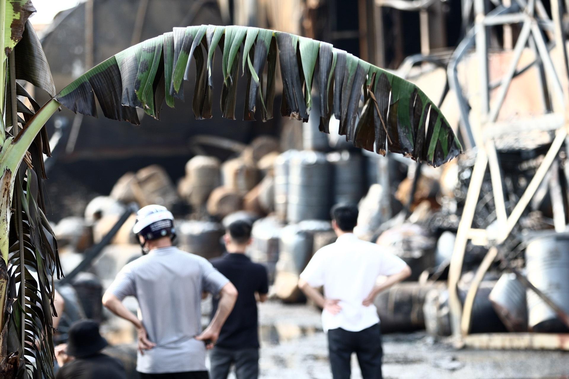 Toàn cảnh kho hoá chất sau đám cháy lớn - 9