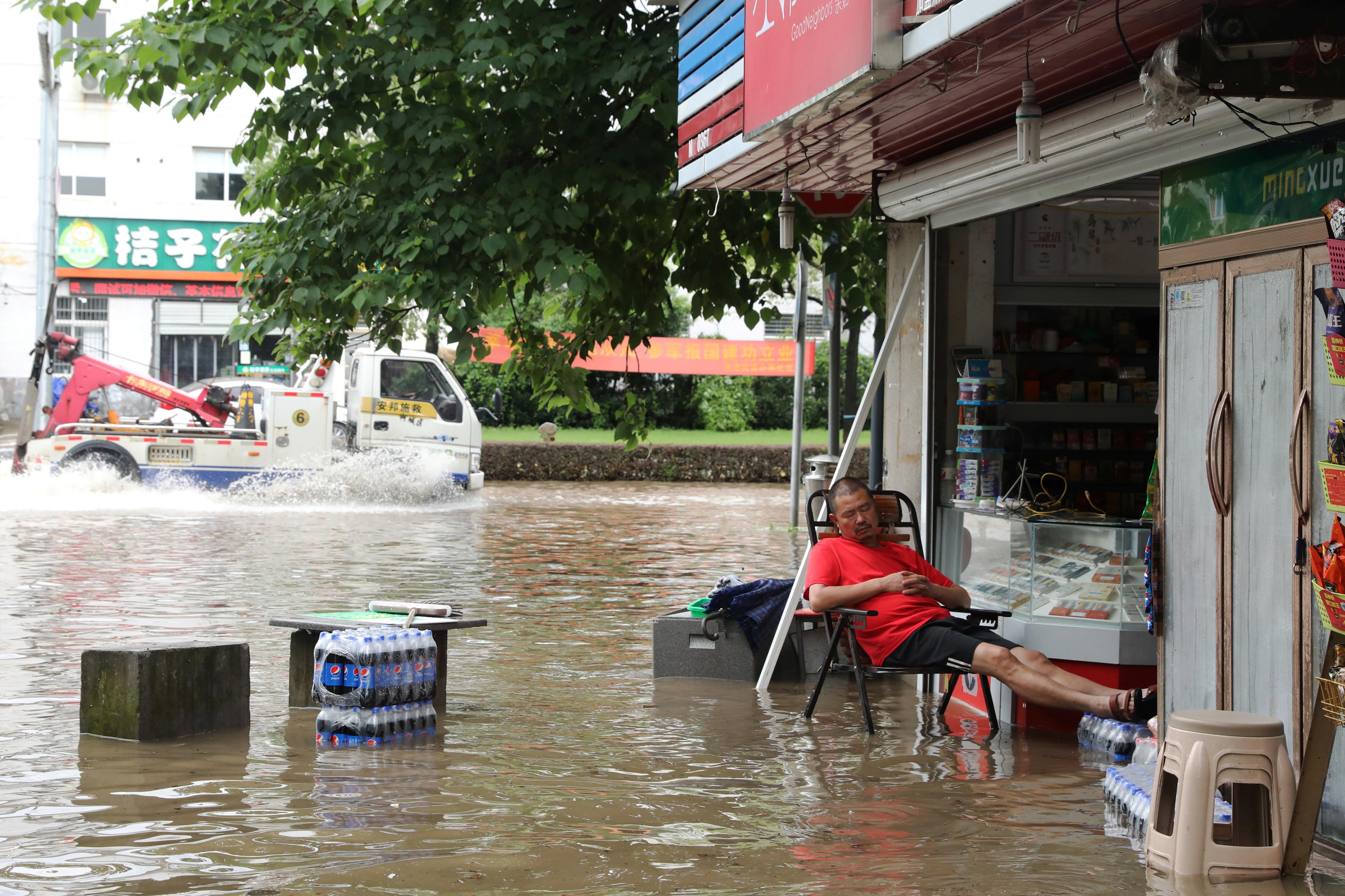 Chùm ảnh lũ lụt kinh hoàng ở Trung Quốc - 6