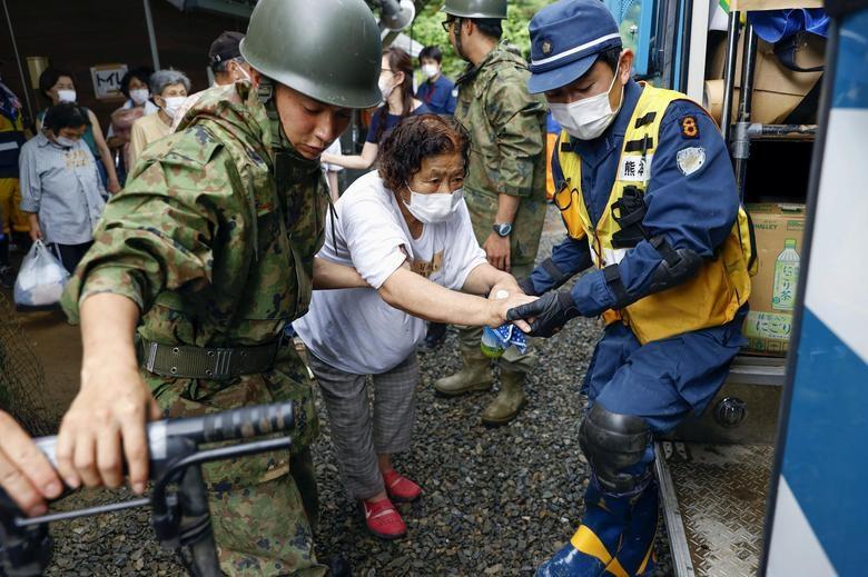 Cảnh đổ nát tại Nhật Bản sau thảm họa mưa lũ khiến 50 người chết - 10