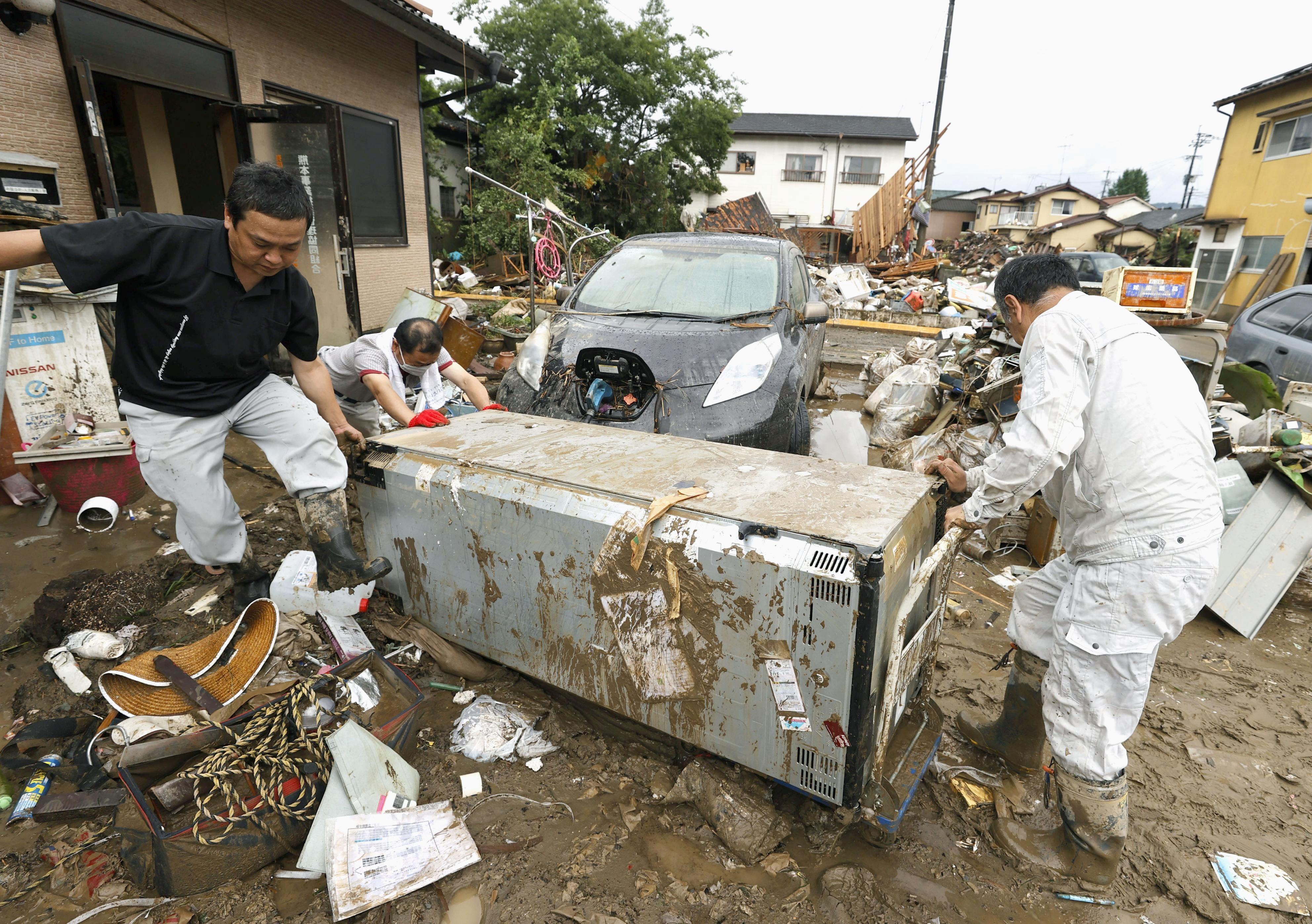 Cảnh đổ nát tại Nhật Bản sau thảm họa mưa lũ khiến 50 người chết - 13