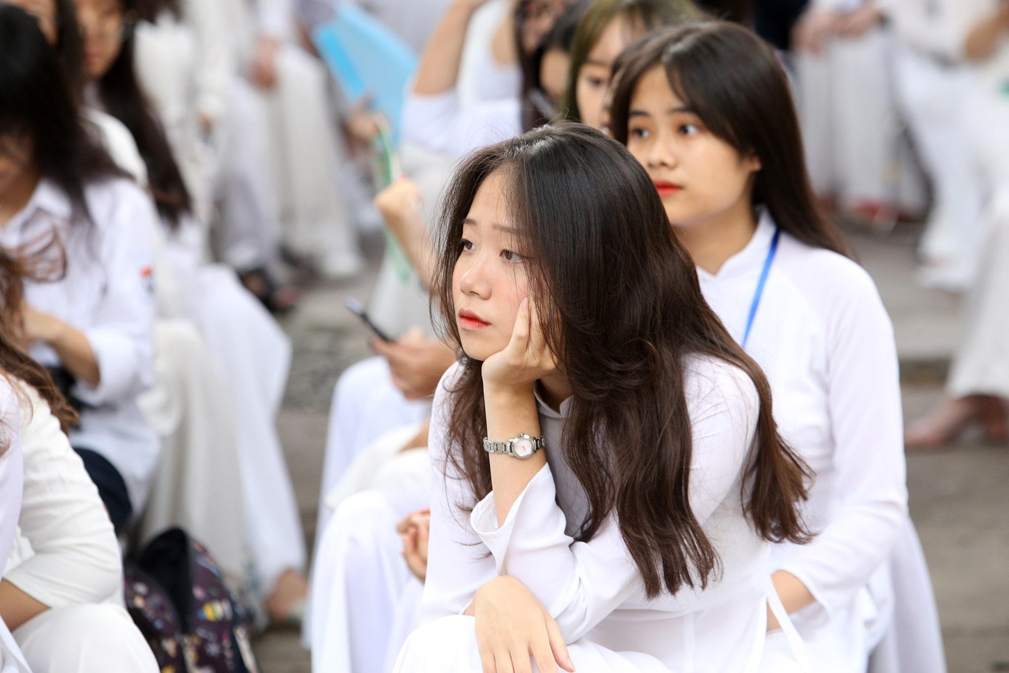 Nữ sinh phố cổ khóc nức nở trong phút chia tay tuổi học trò - 11
