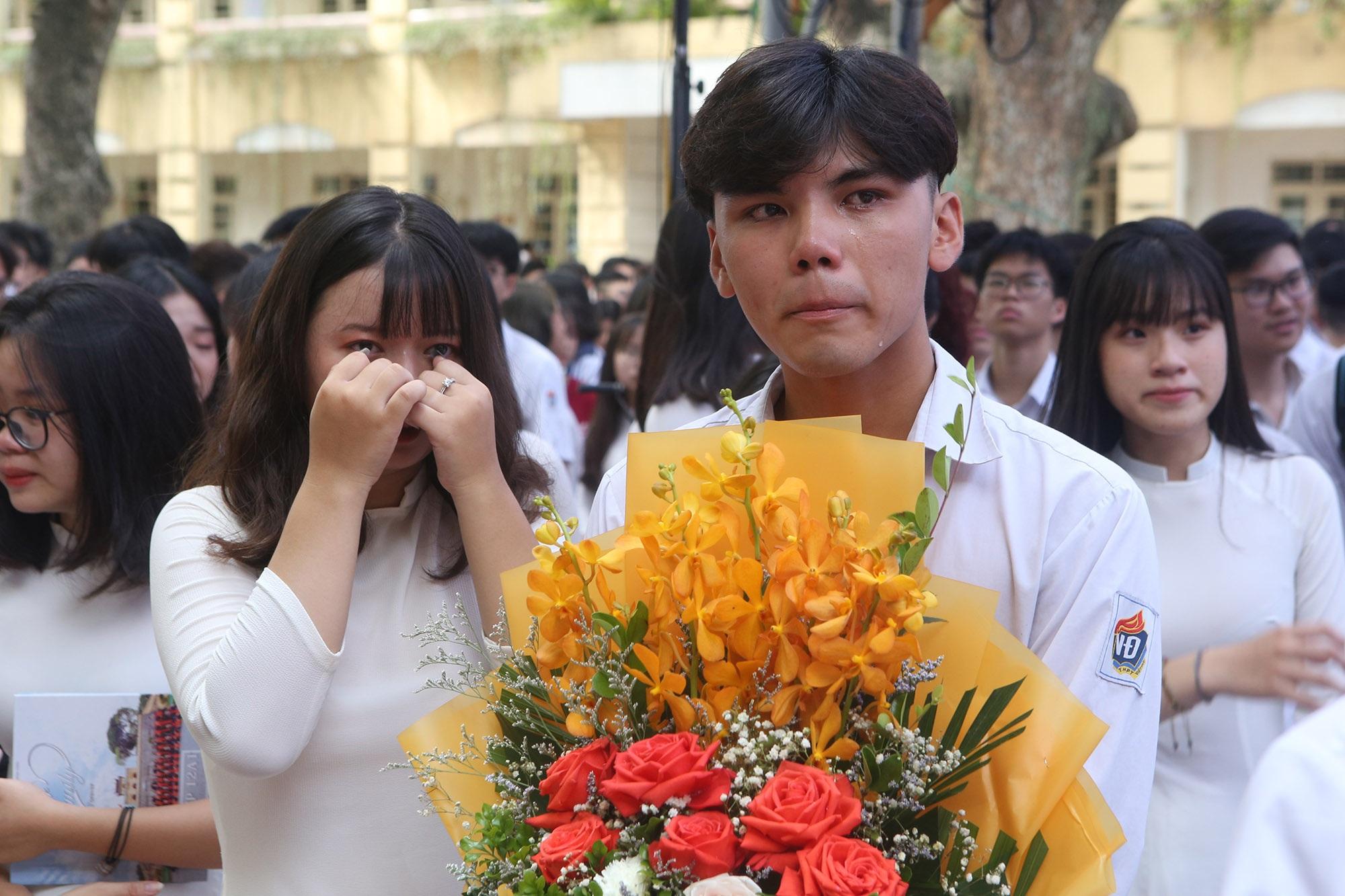 Nữ sinh phố cổ khóc nức nở trong phút chia tay tuổi học trò - 13