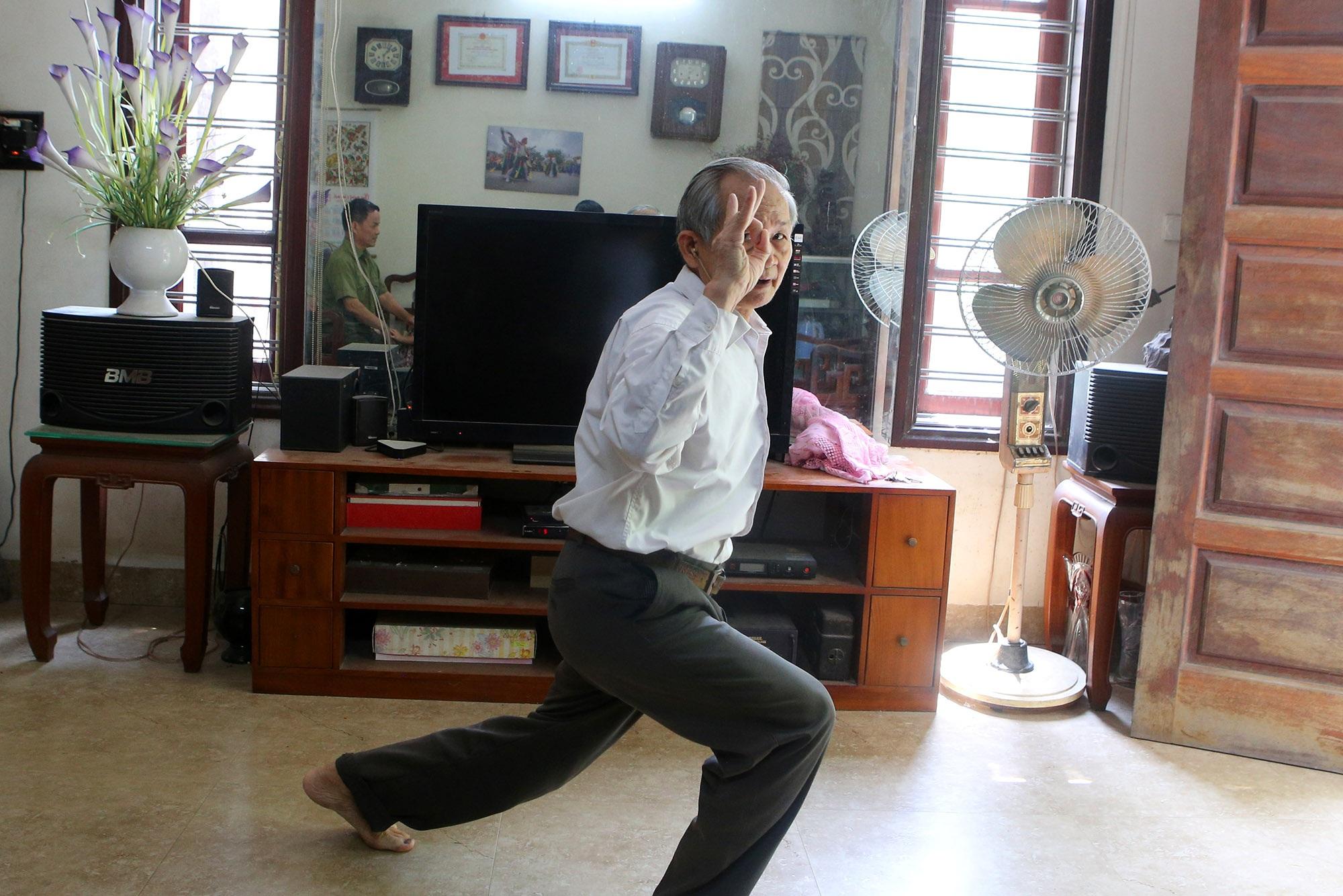 Hà Nội: Người gìn giữ điệu múa cổ nghìn năm con đĩ đánh bồng - 3