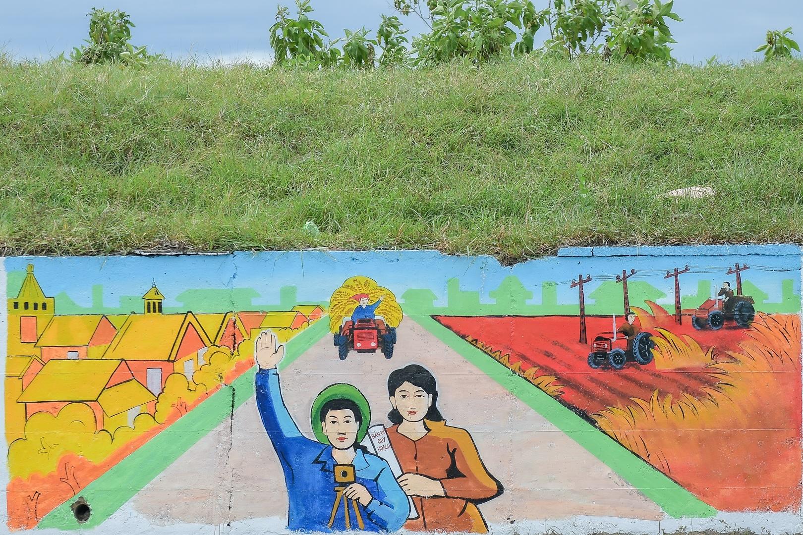 Con đường bích họa dài hơn 2 km ở ngoại thành Hà Nội - 1