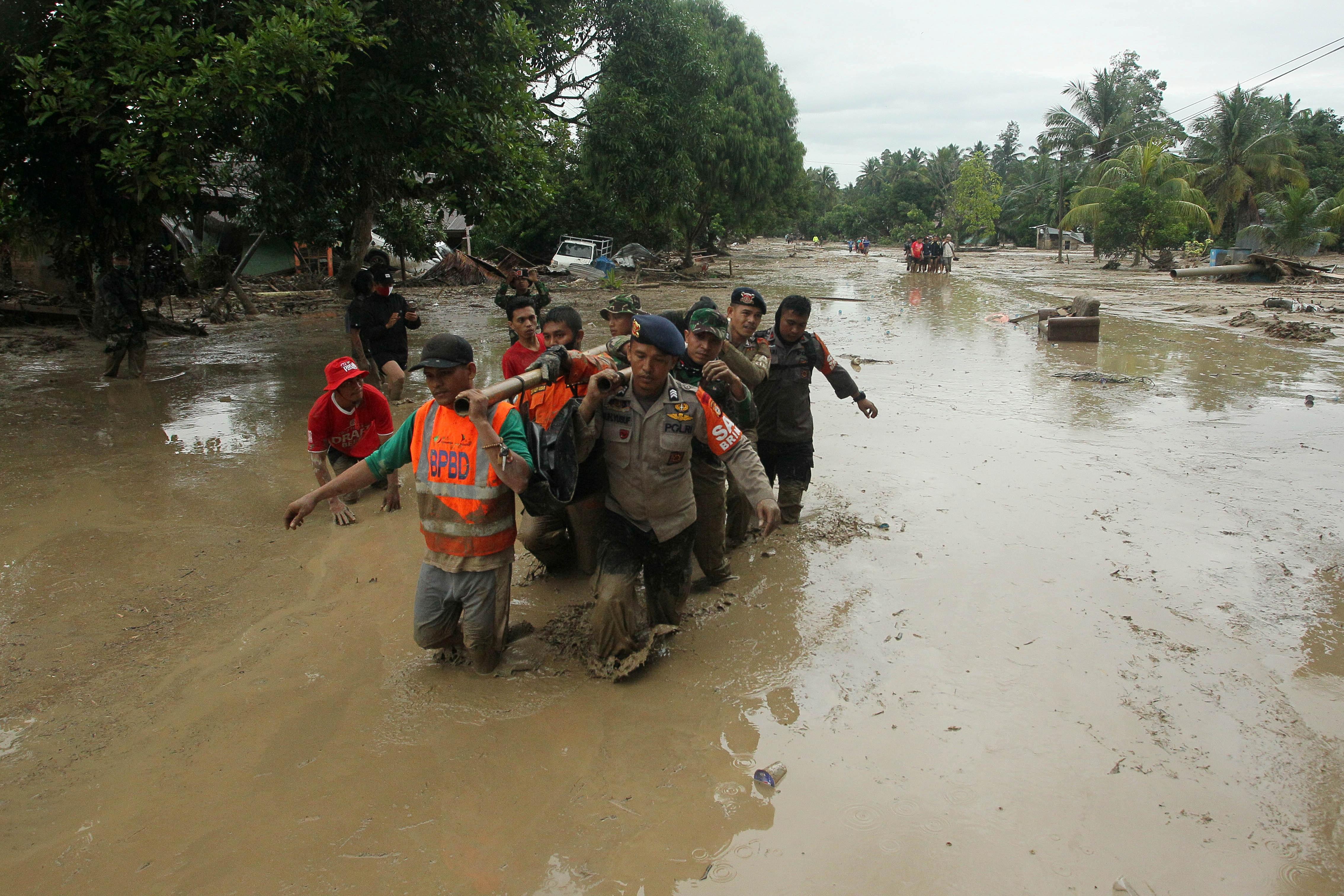 """Trung Quốc """"gồng mình"""" ngăn lũ, các láng giềng châu Á chung cảnh ngập lụt - 8"""