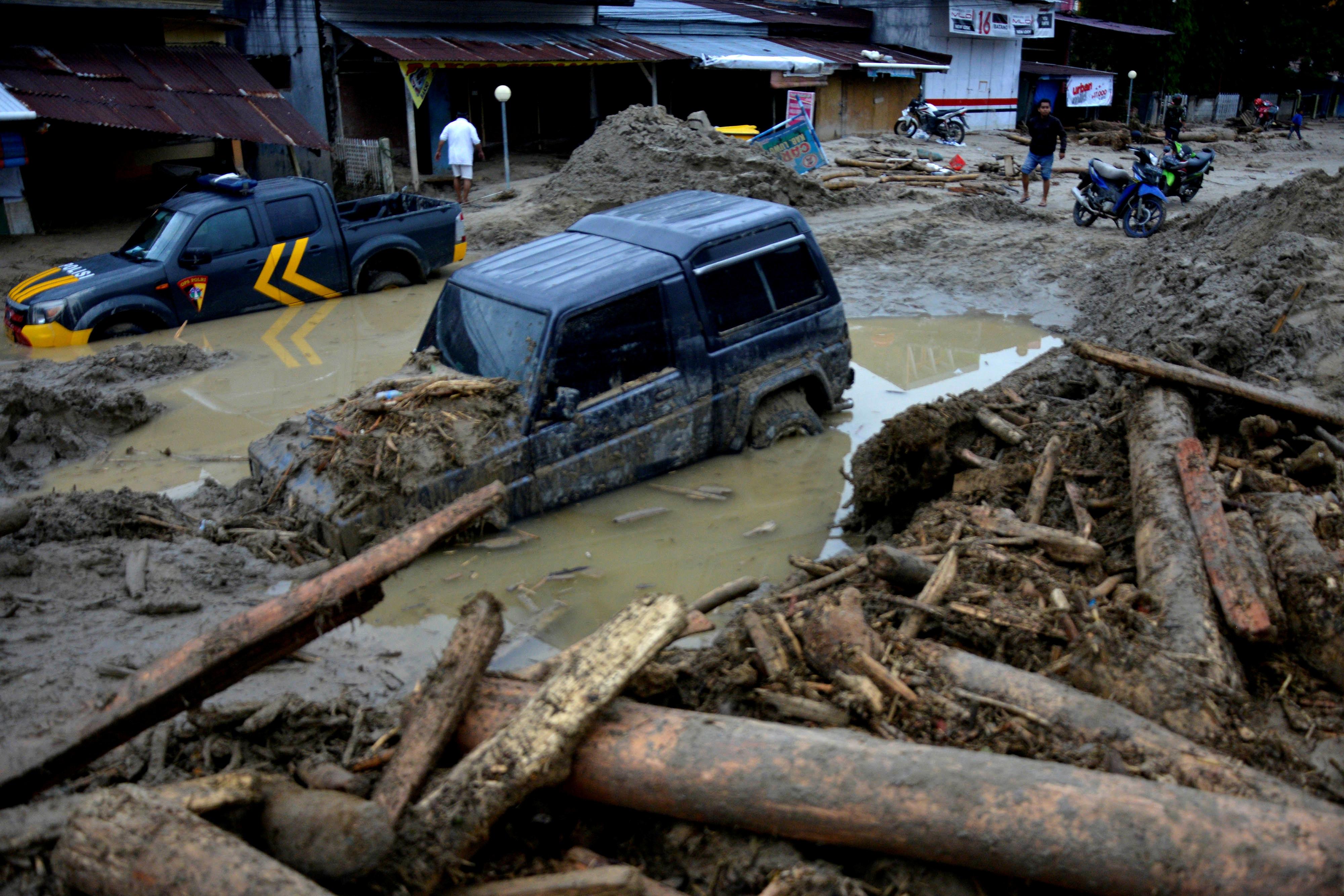 """Trung Quốc """"gồng mình"""" ngăn lũ, các láng giềng châu Á chung cảnh ngập lụt - 7"""