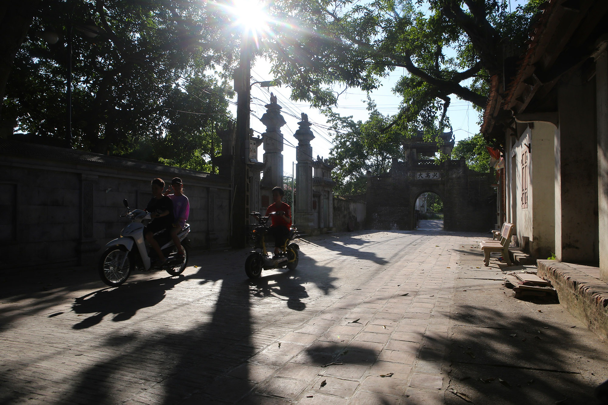 Khám phá vẻ đẹp của cổng làng đồ sộ trải qua 5 thế kỷ tại ngoại ô Hà Nội - 1