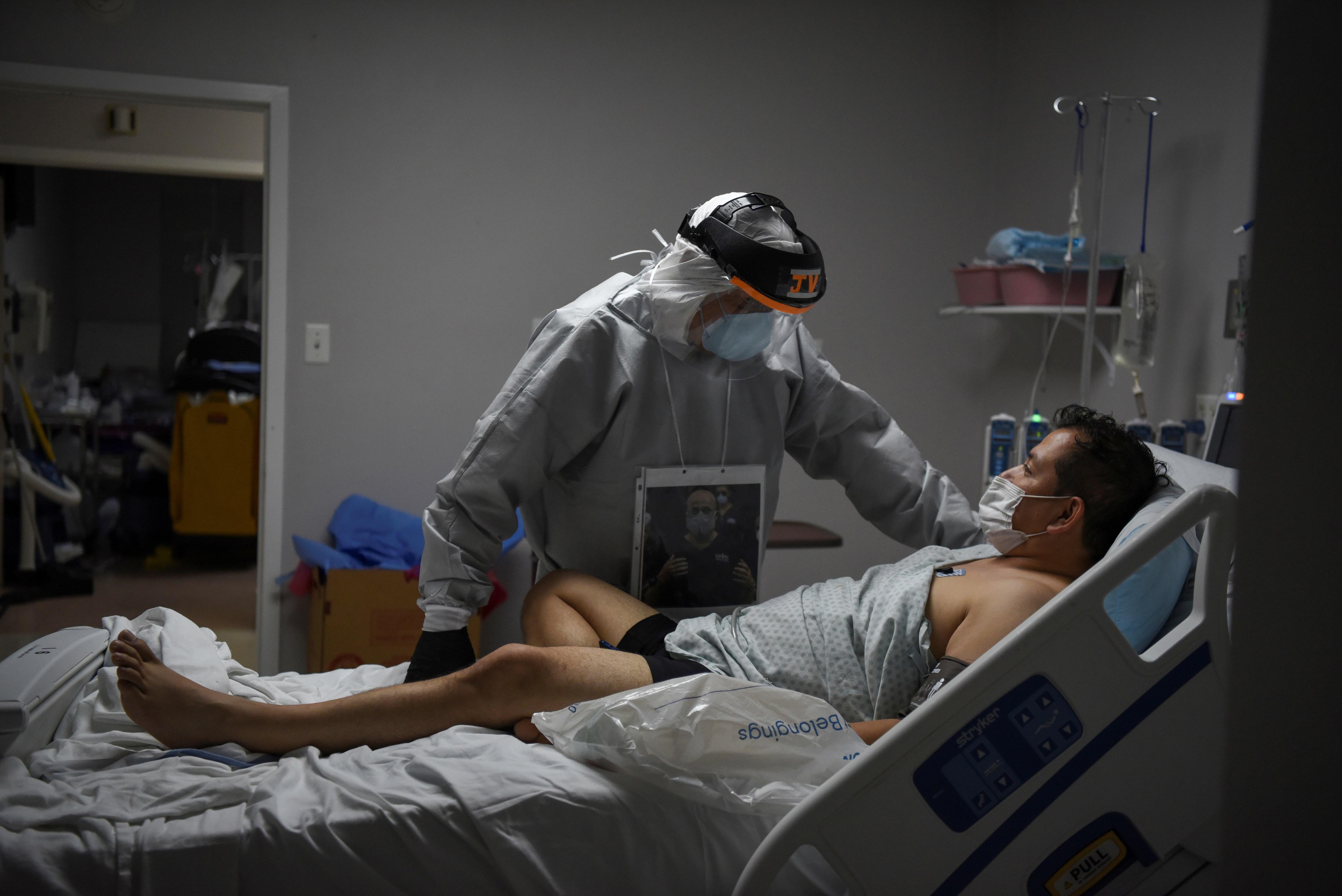 Mỗi phút có một người chết, bác sĩ Mỹ đau đớn chọn bệnh nhân để cứu - 3
