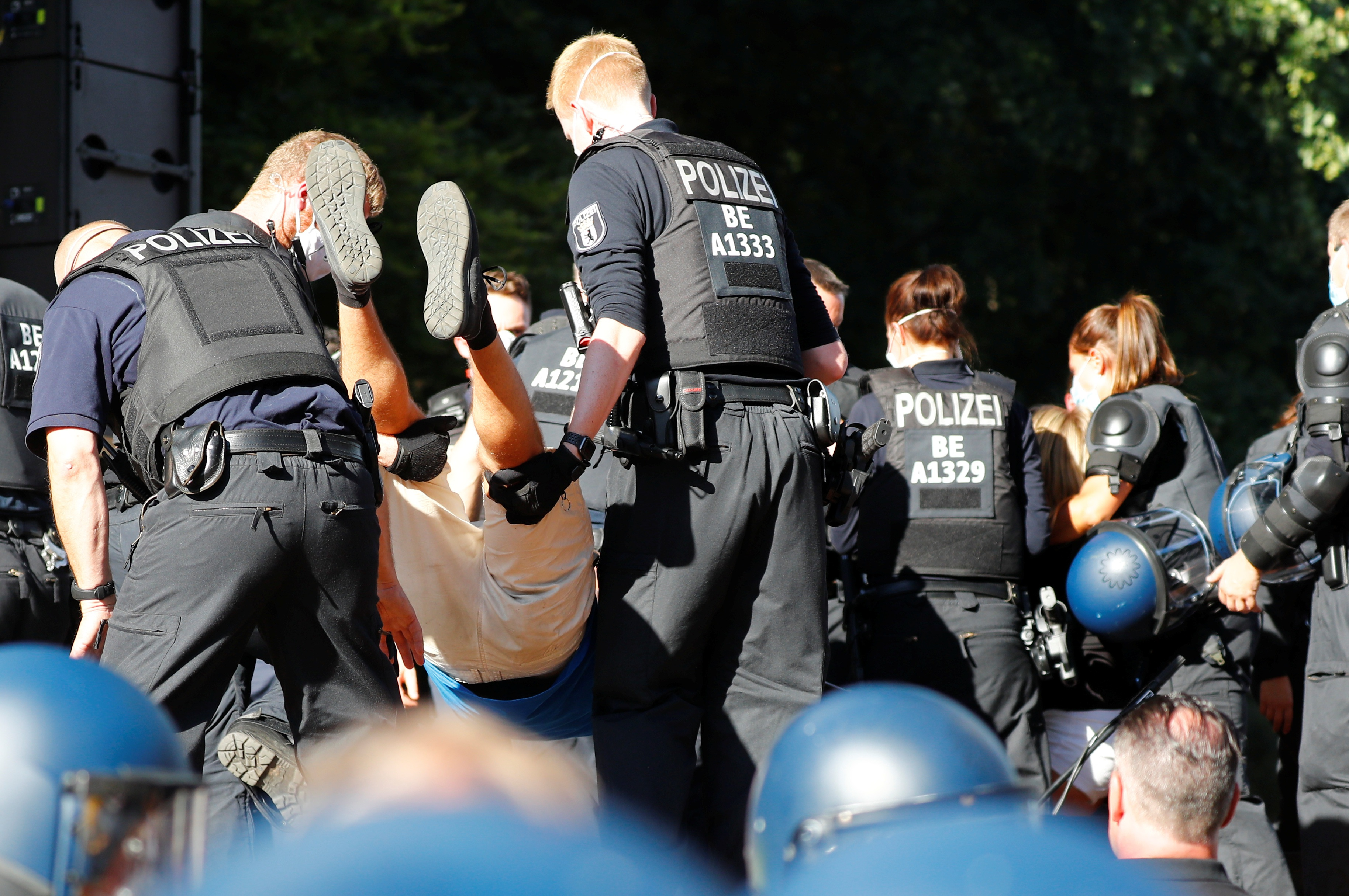 45 cảnh sát Đức bị thương trong biểu tình phản đối biện pháp chống Covid-19 - 11