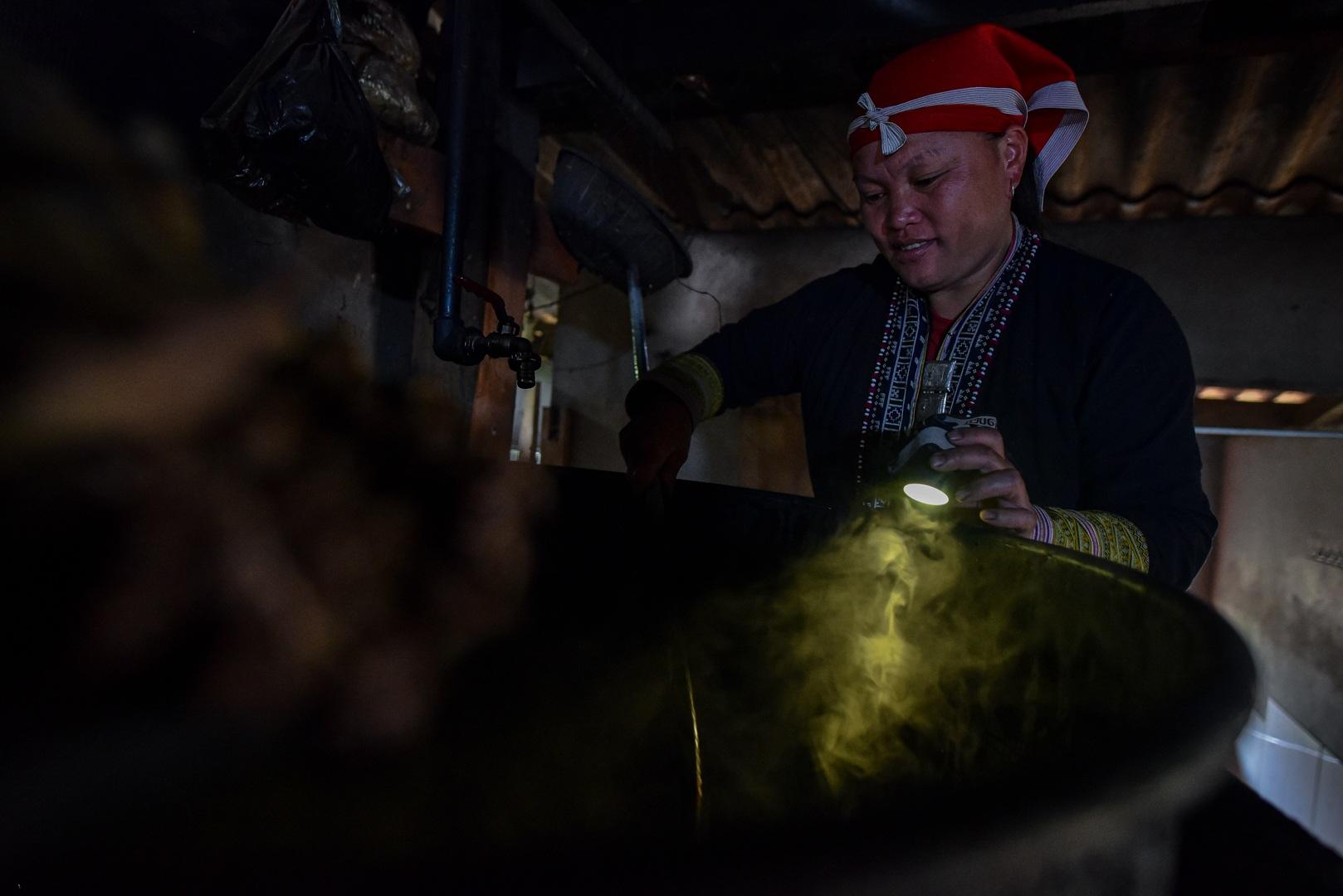 Băng rừng theo người Dao đỏ Sapa đi hái lá thuốc tắm thần dược - 25