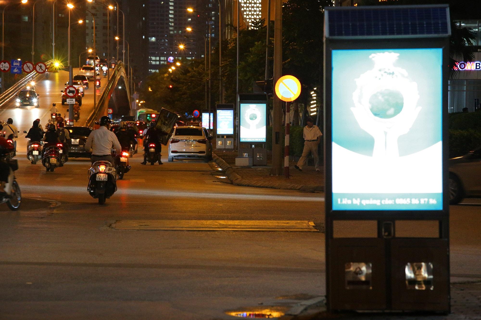 Hàng nghìn thùng rác phát sáng về đêm được lắp đặt tại Hà Nội - 13