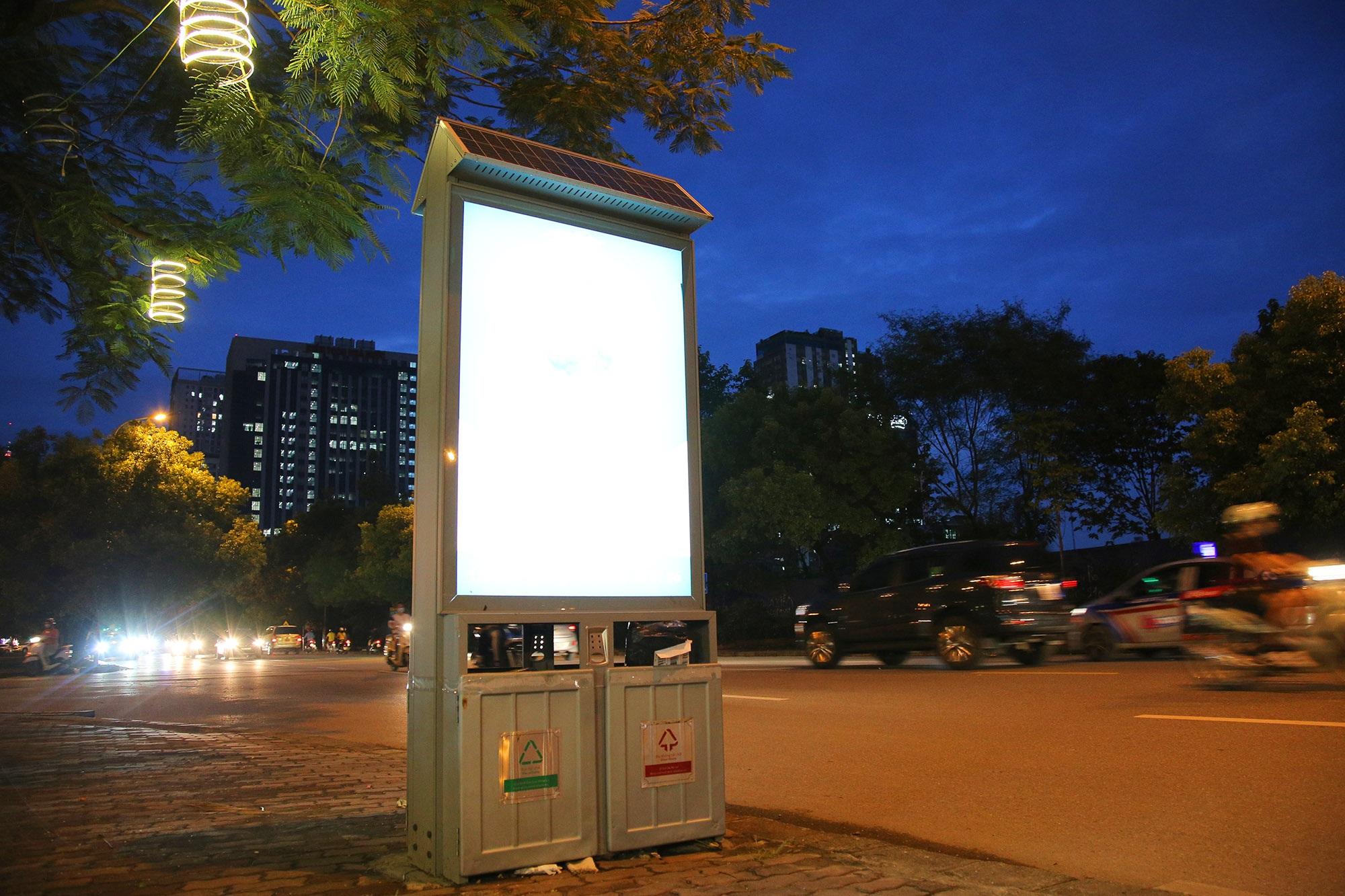 Hàng nghìn thùng rác phát sáng về đêm được lắp đặt tại Hà Nội - 9