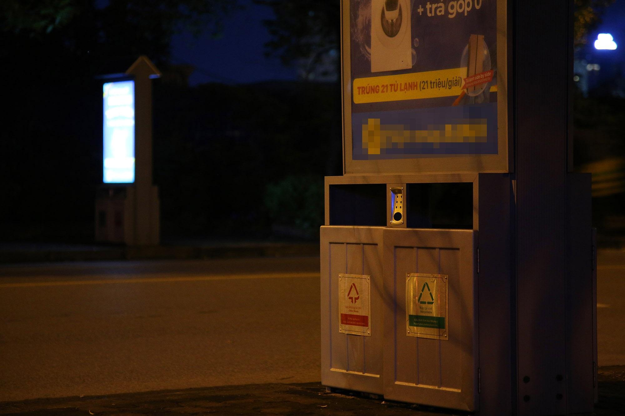 Hàng nghìn thùng rác phát sáng về đêm được lắp đặt tại Hà Nội - 10