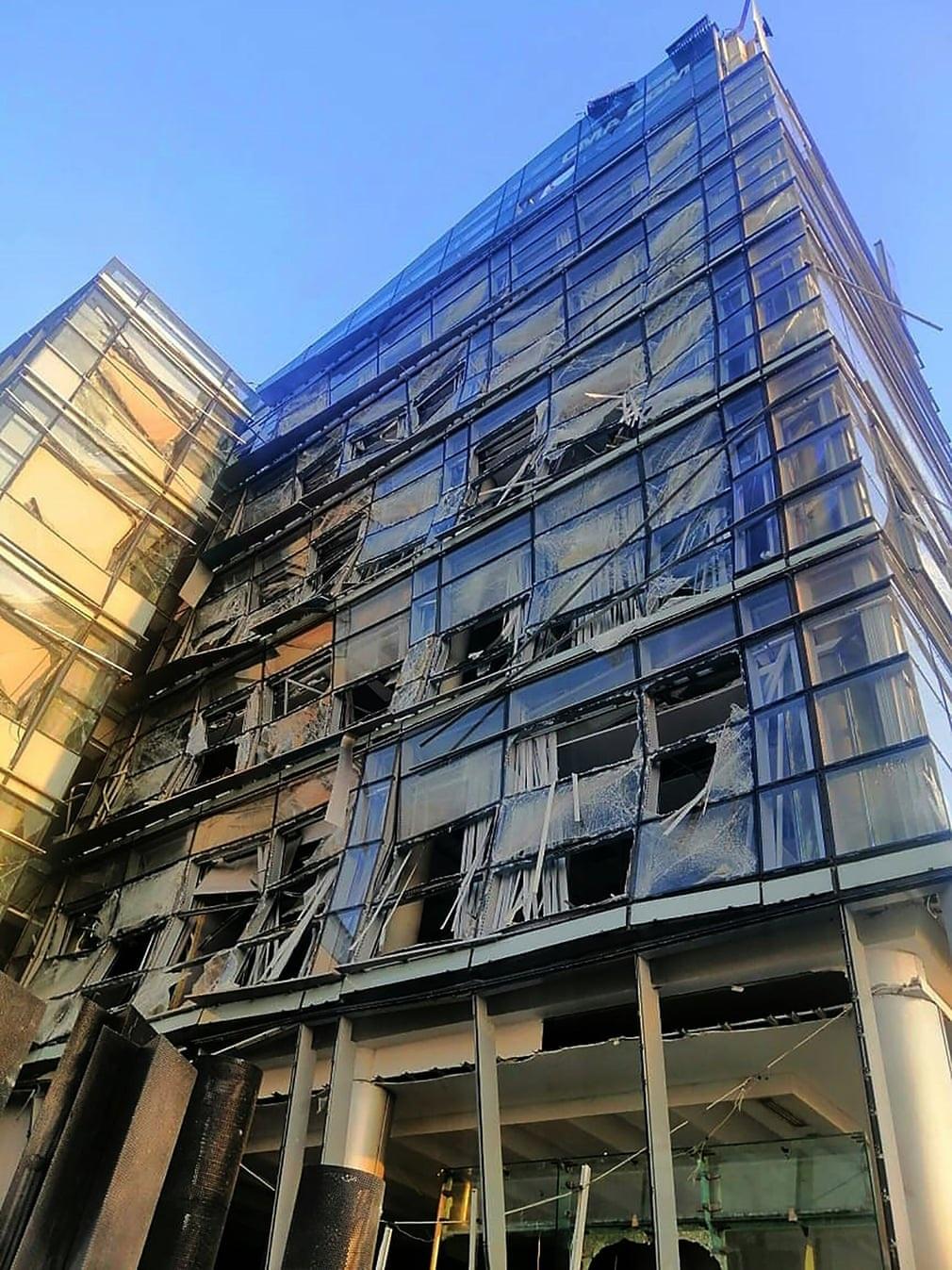 """Cảnh đổ nát ở thủ đô Li Băng sau vụ nổ """"như thảm họa Hiroshima"""" - 14"""
