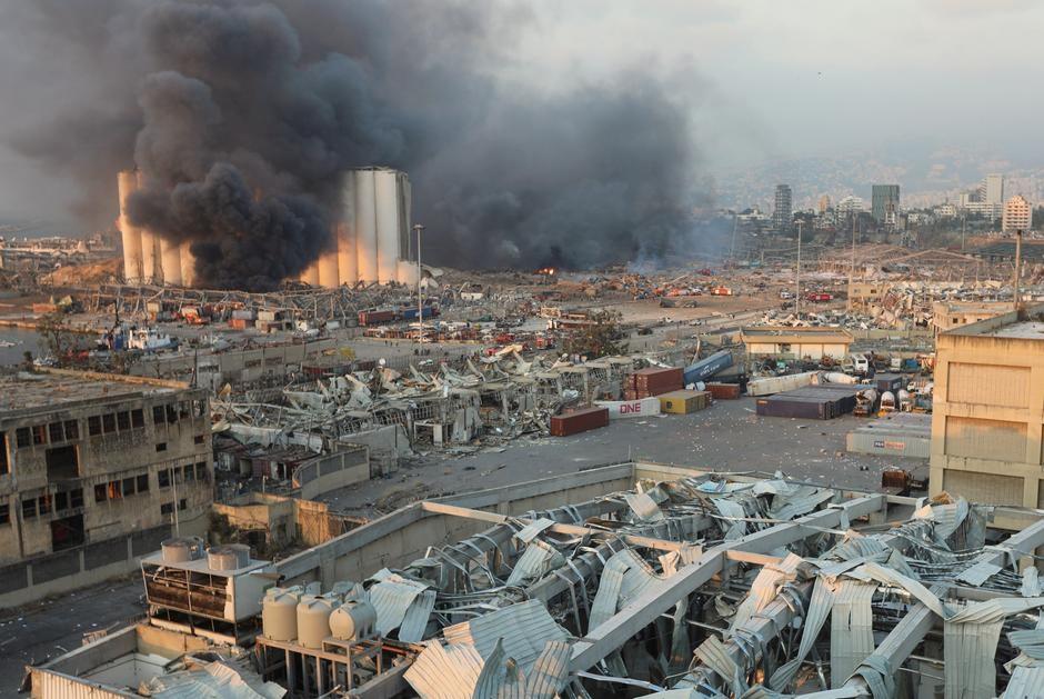 """Cảnh đổ nát ở thủ đô Li Băng sau vụ nổ """"như thảm họa Hiroshima"""" - 15"""