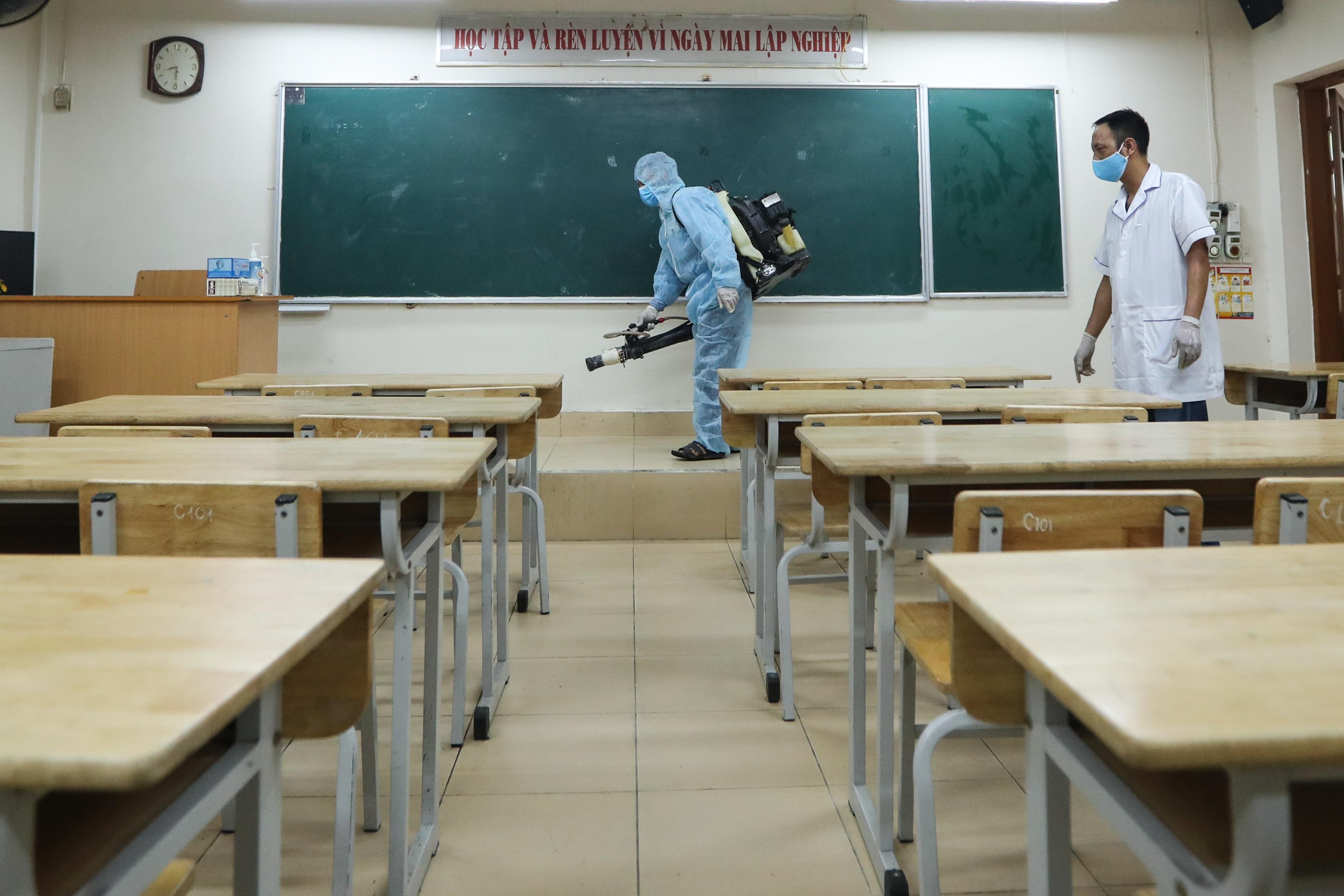 Các trường THPT được khử khuẩn trước kỳ thi tốt nghiệp THPT - 12