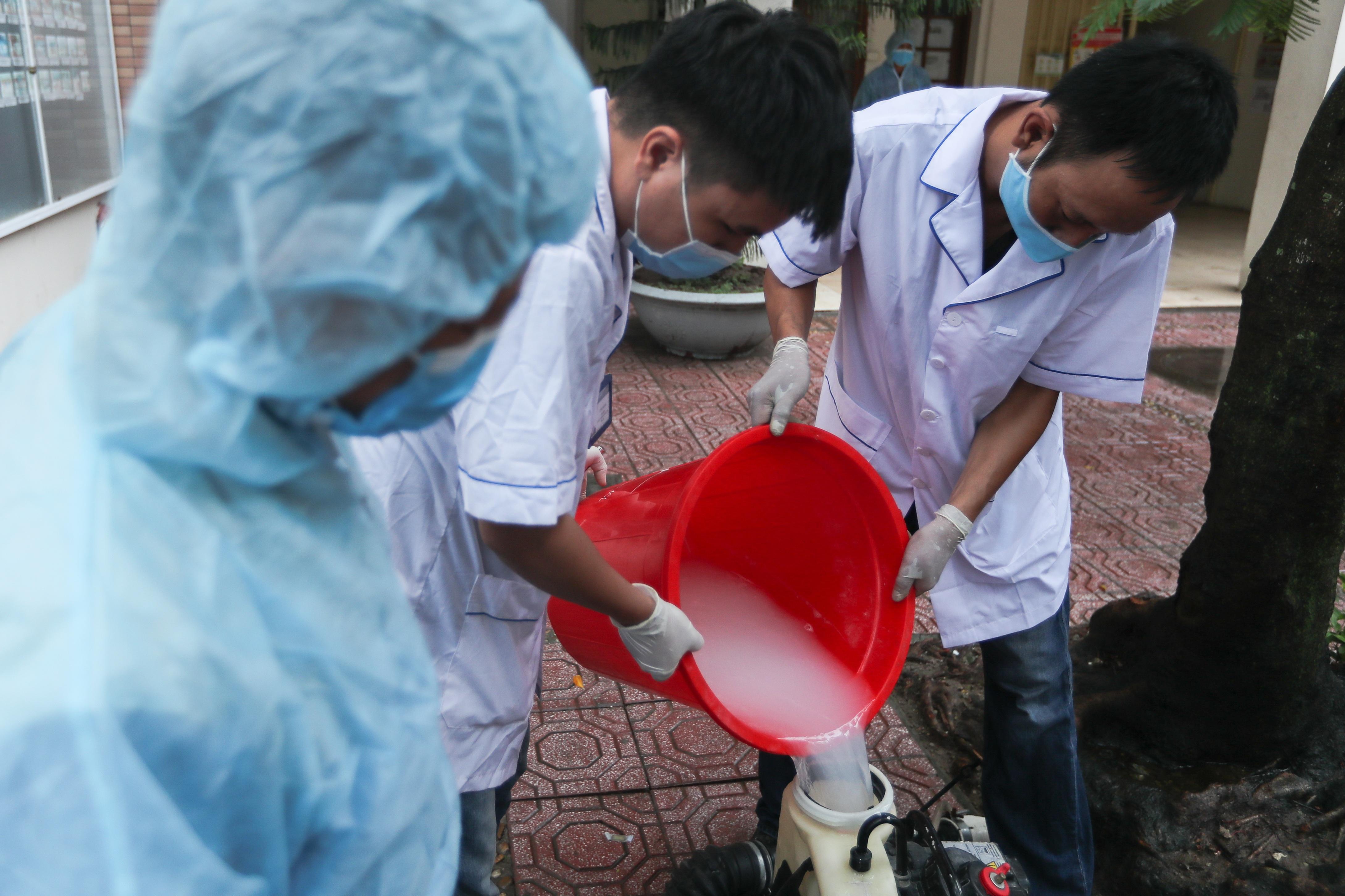 Các trường THPT được khử khuẩn trước kỳ thi tốt nghiệp THPT - 10